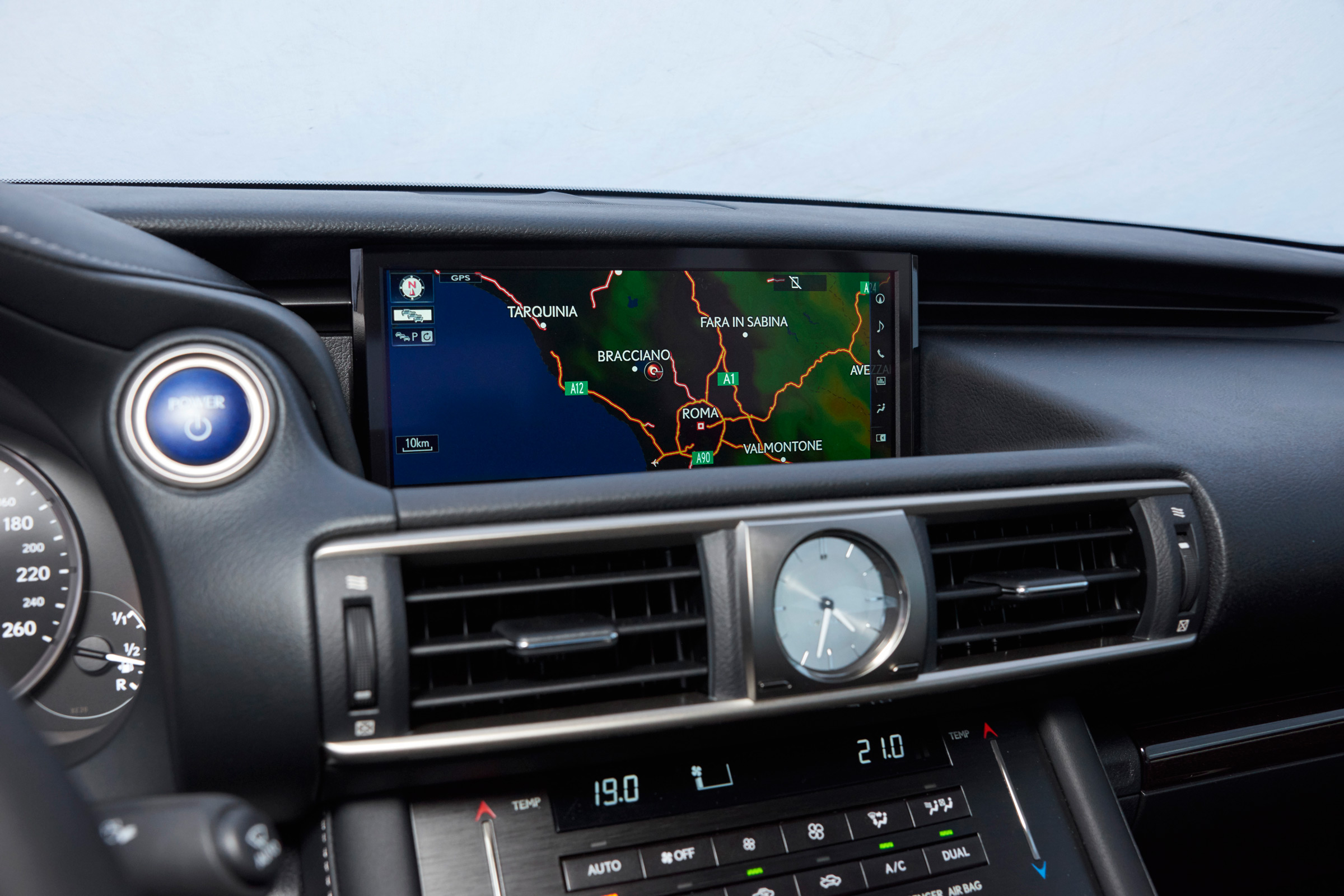 2017 Lexus IS 300h Interior View Center Headunit Screen (Photo 4 of 13)