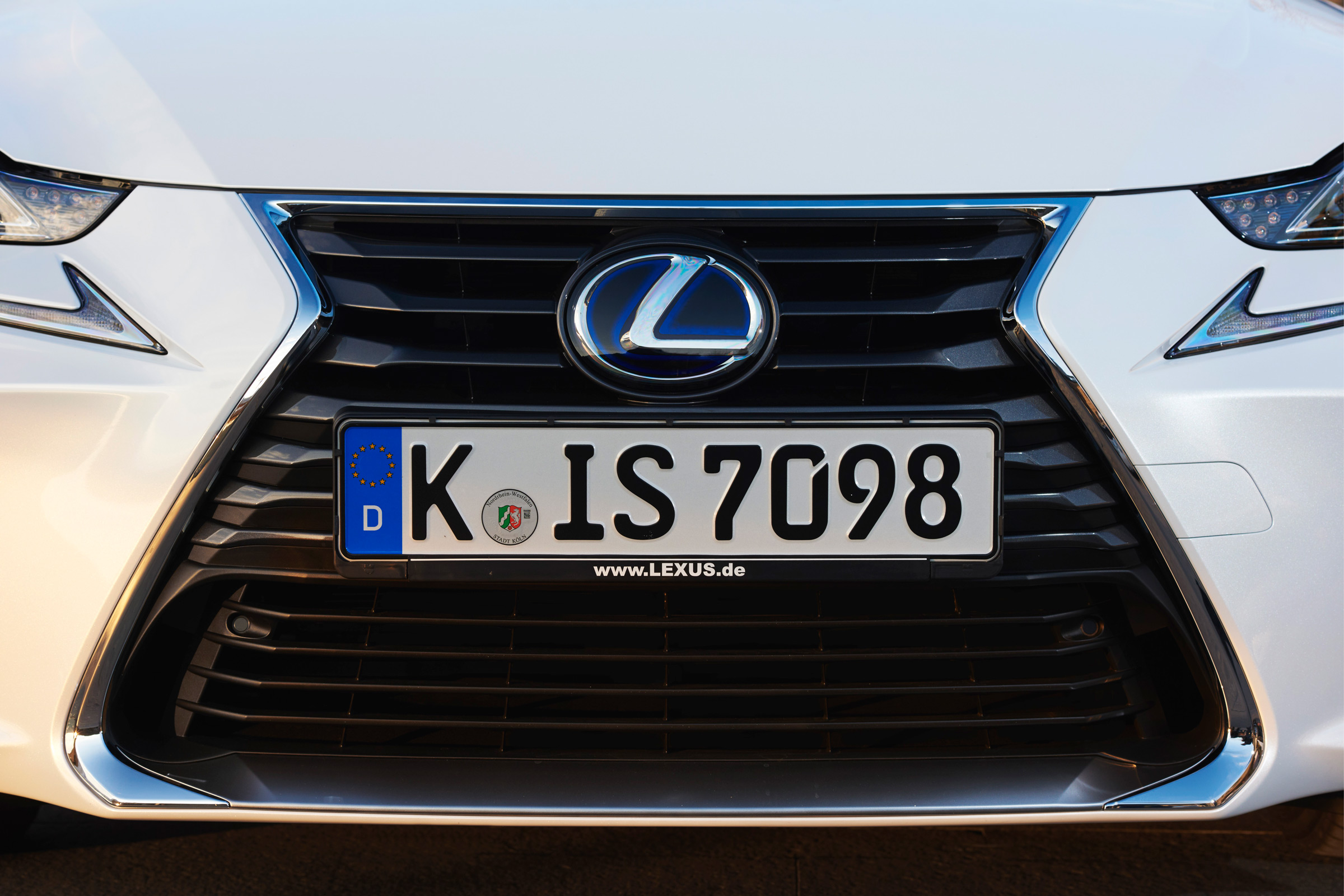 2017 Lexus IS 300h White Exterior View Grille (Photo 11 of 13)