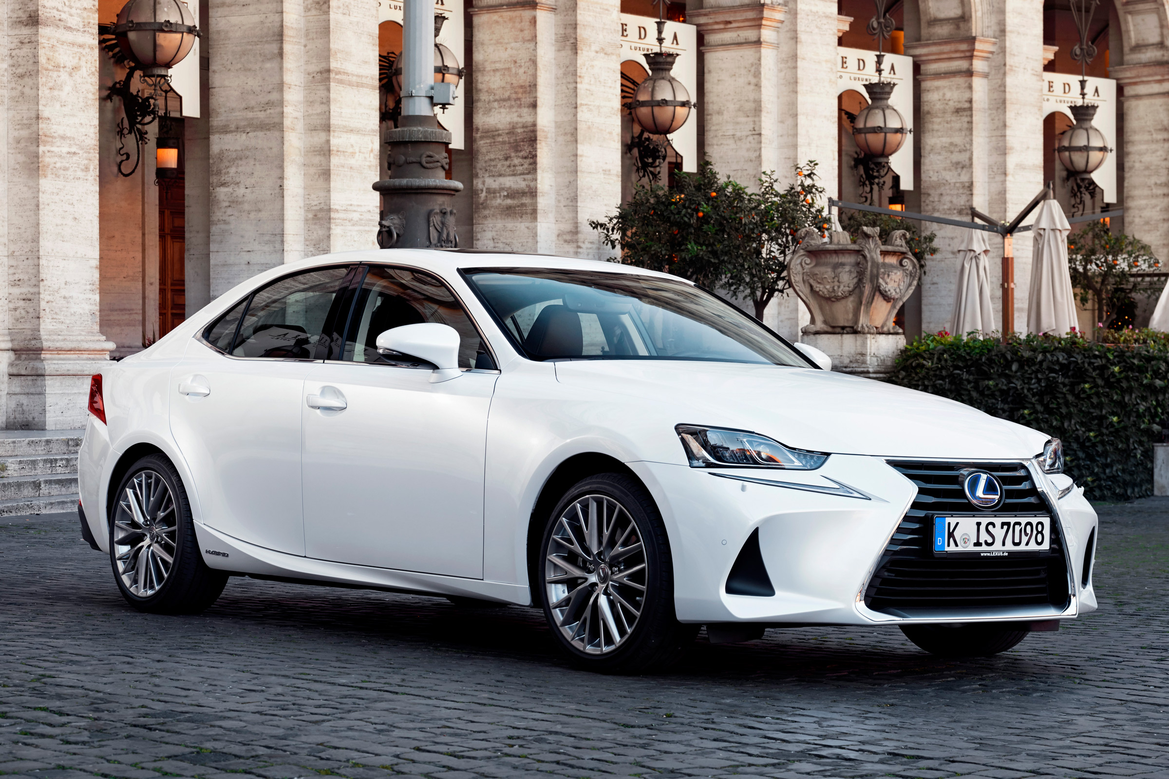 Featured Image of 2017 Lexus IS