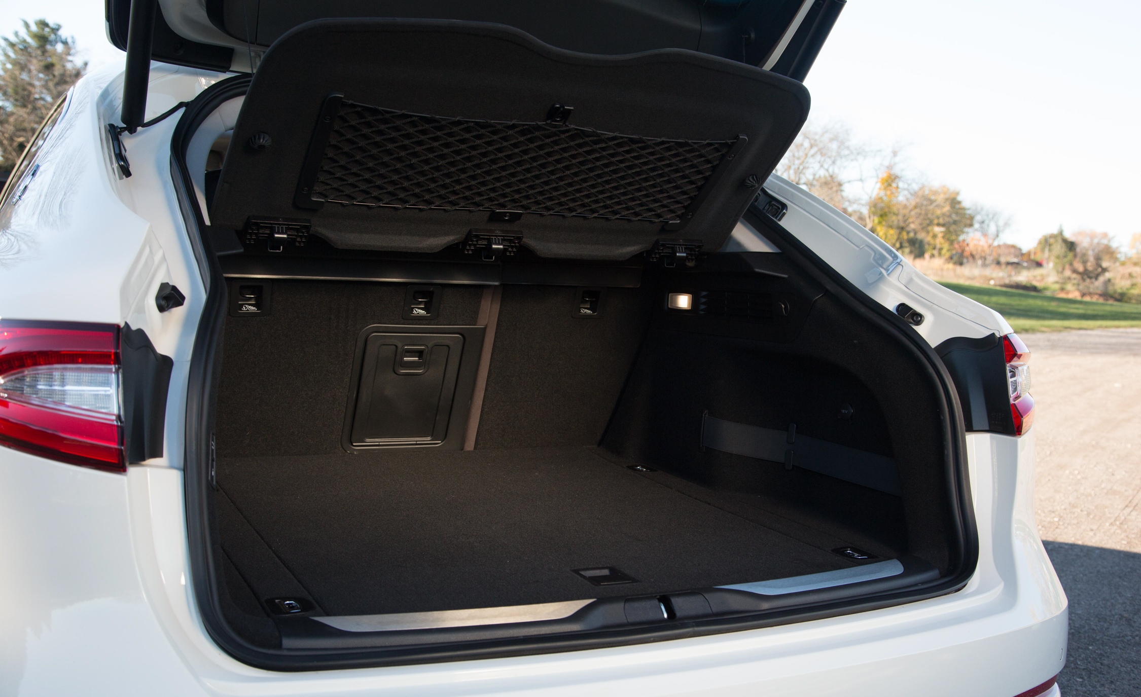 2017 Maserati Levante S Q4 Interior View Cargo Trunk (Photo 12 of 21)
