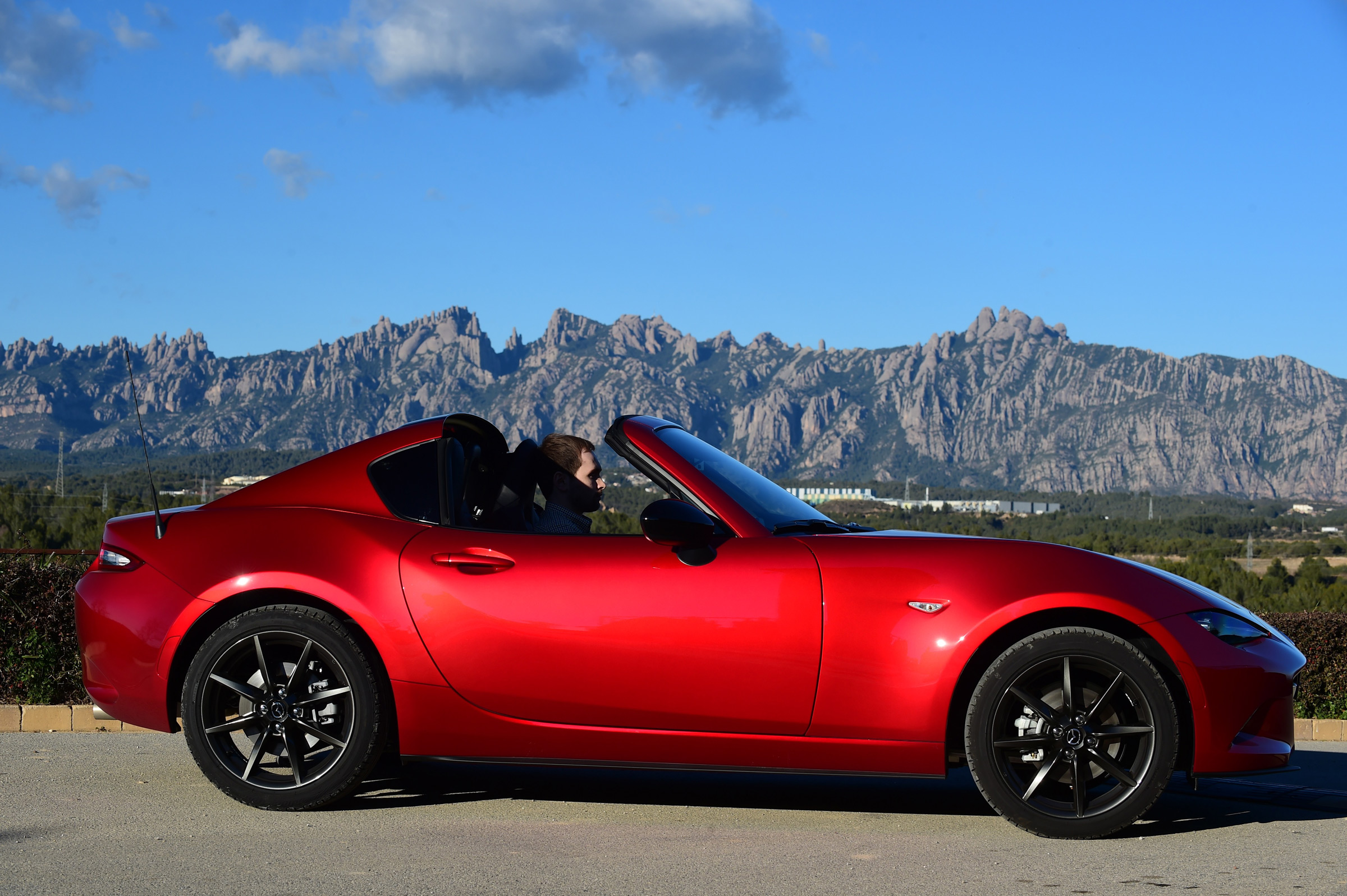2017 Mazda MX 5 RF Exterior Red Roof Opened (Photo 5 of 20)