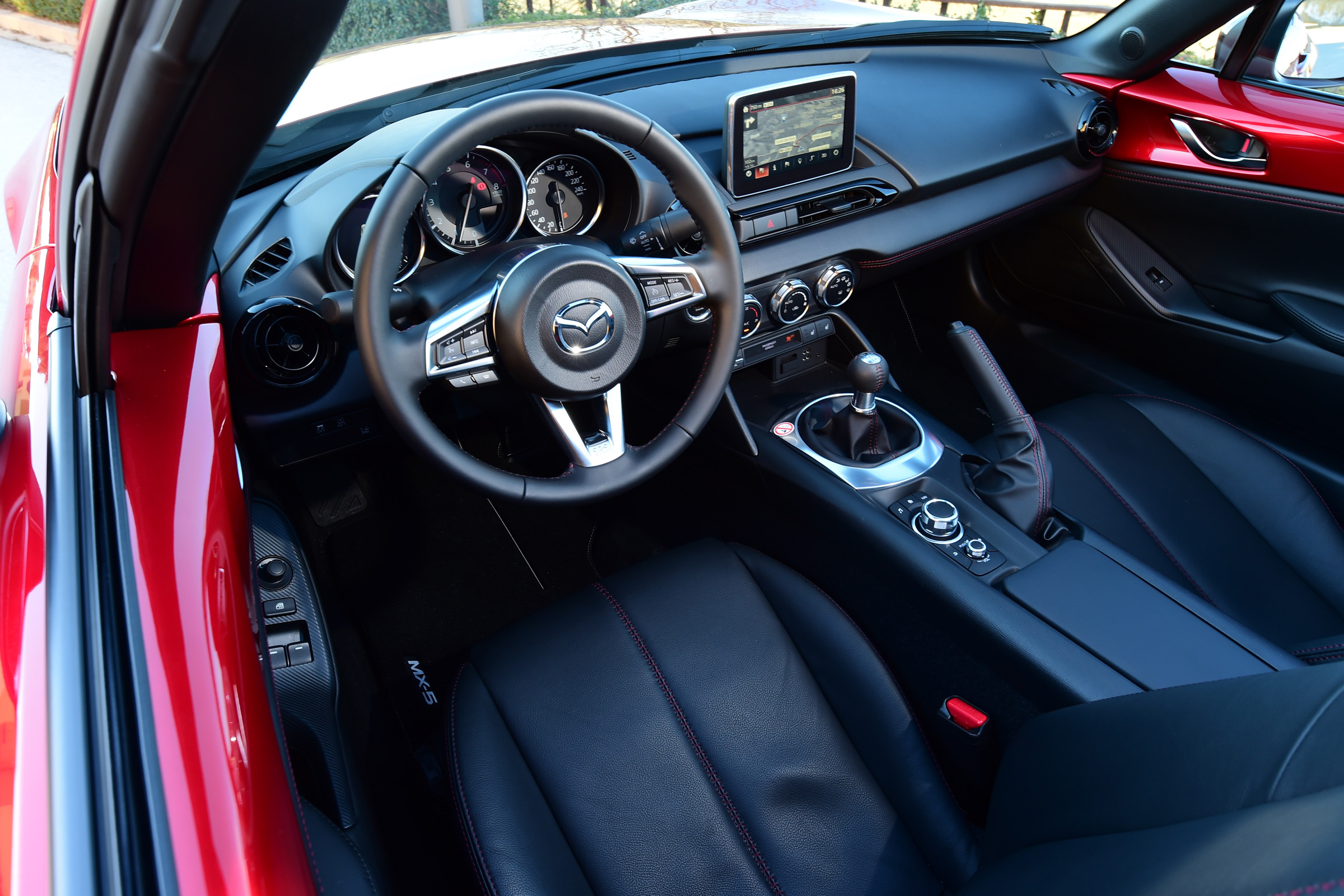 2017 Mazda MX 5 RF Interior Driver Cockpit Steering And Speedometer (Photo 9 of 20)