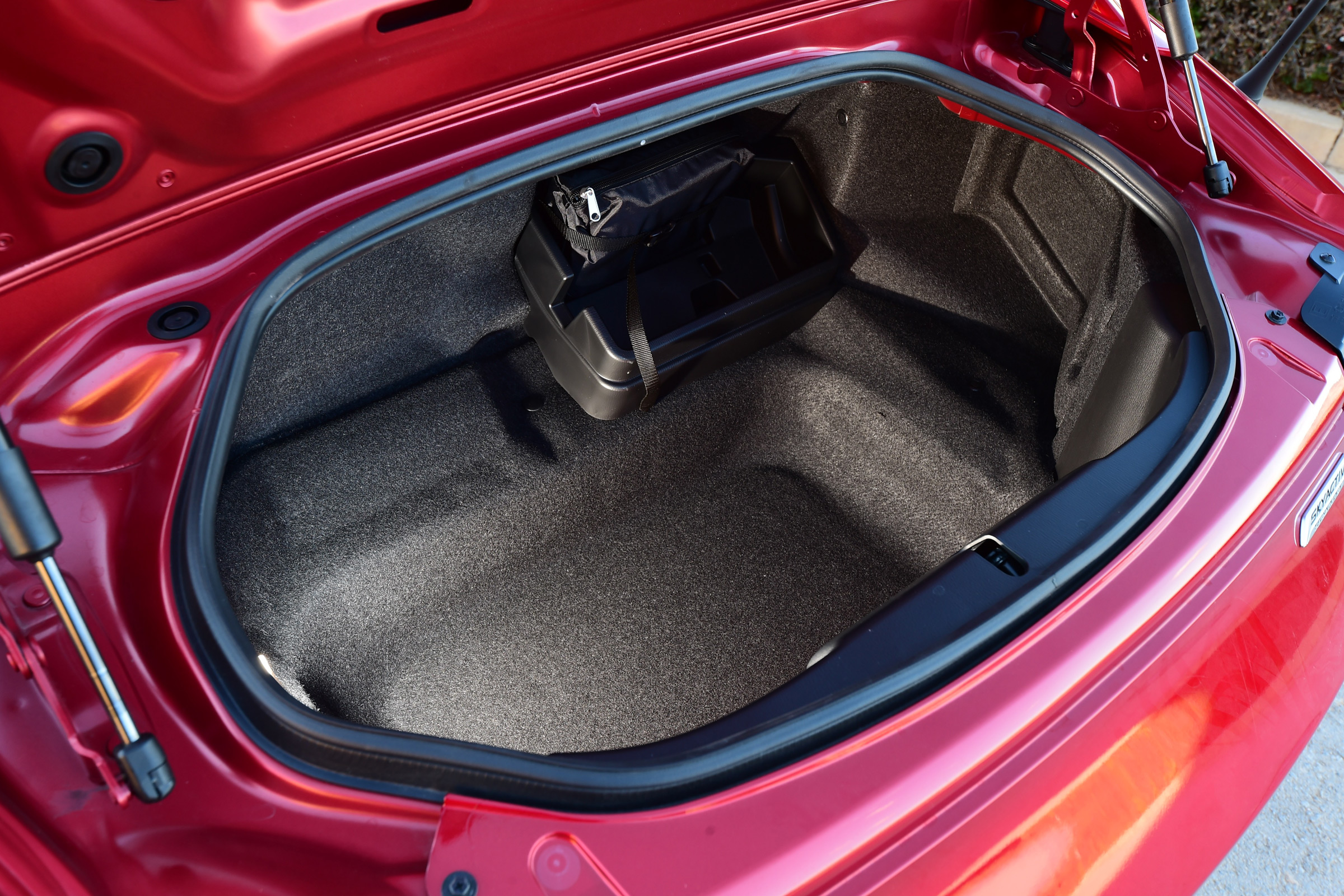 2017 Mazda MX 5 RF Interior View Cargo Trunk (Photo 11 of 20)