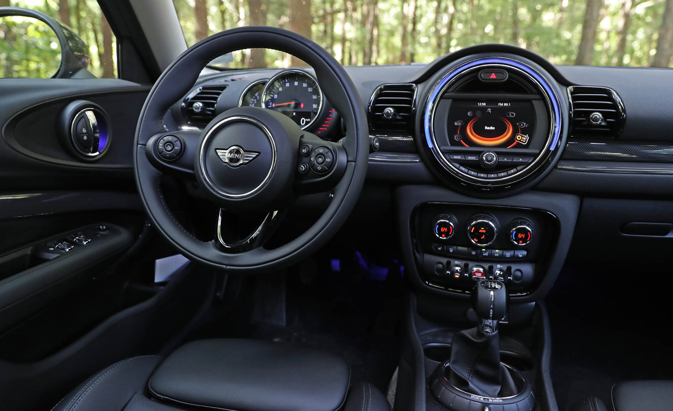 2017 mini cooper s all4 clubman interior driver cockpit gallery photo 11 of 29. Black Bedroom Furniture Sets. Home Design Ideas