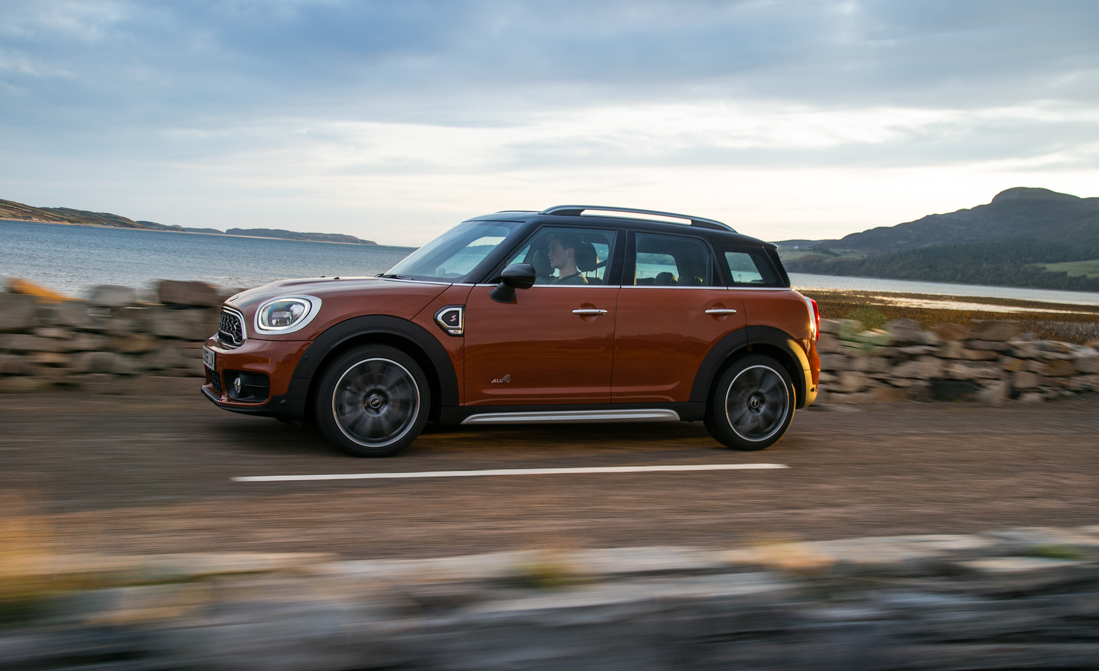 2017 Mini Countryman Cooper S All4 Brown Metallic (Photo 25 of 61)