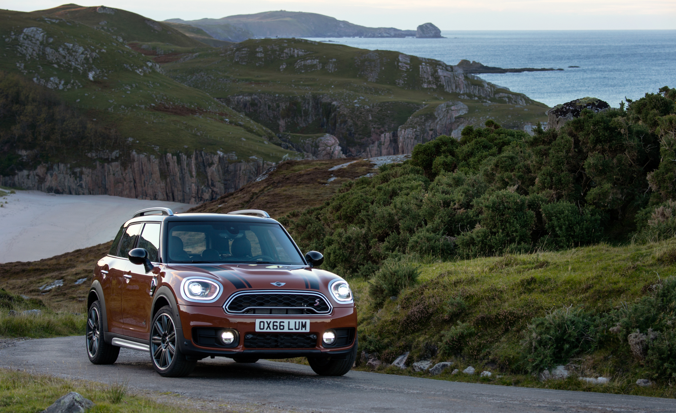 2017 Mini Countryman Cooper S All4 Exterior Front (Photo 27 of 61)