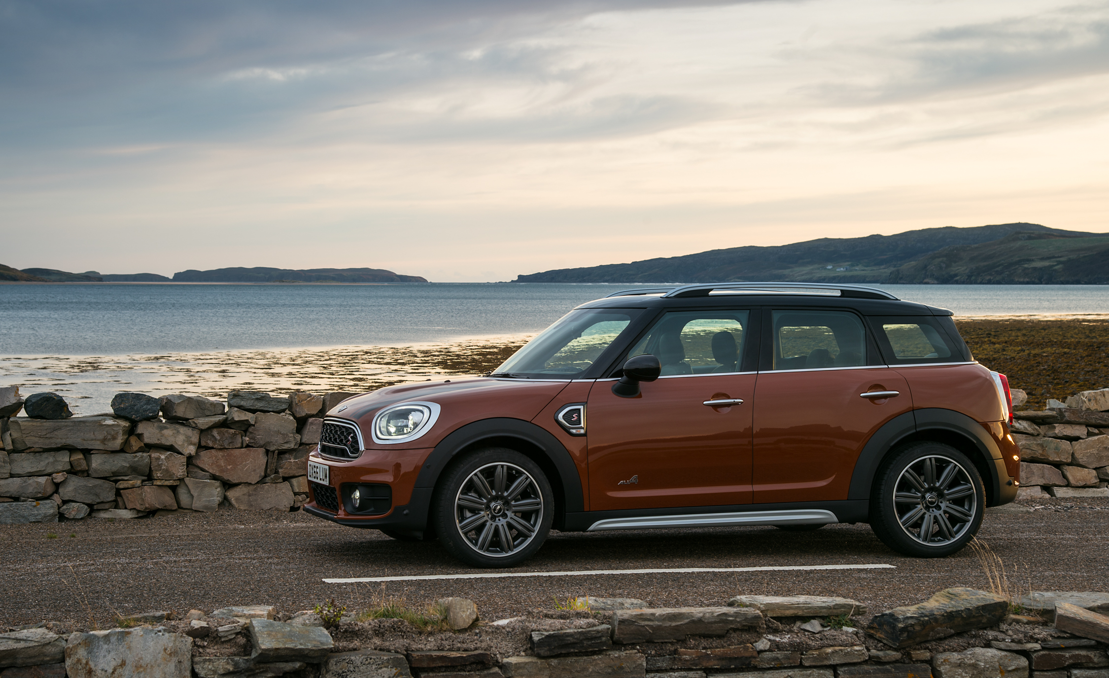 2017 Mini Countryman Cooper S All4 Exterior Side (Photo 30 of 61)