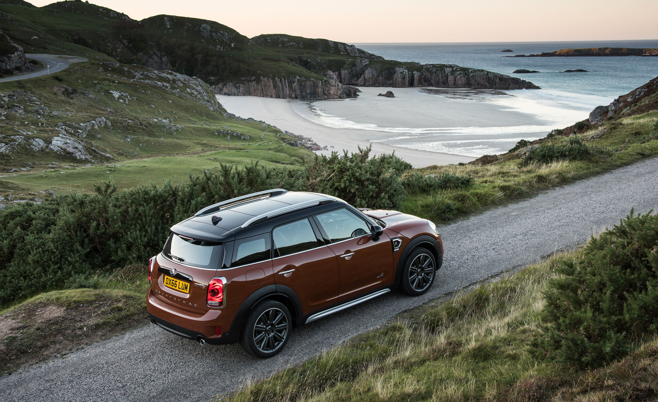 2017 Mini Countryman Cooper S All4 Exterior Top Rear (Photo 32 of 61)
