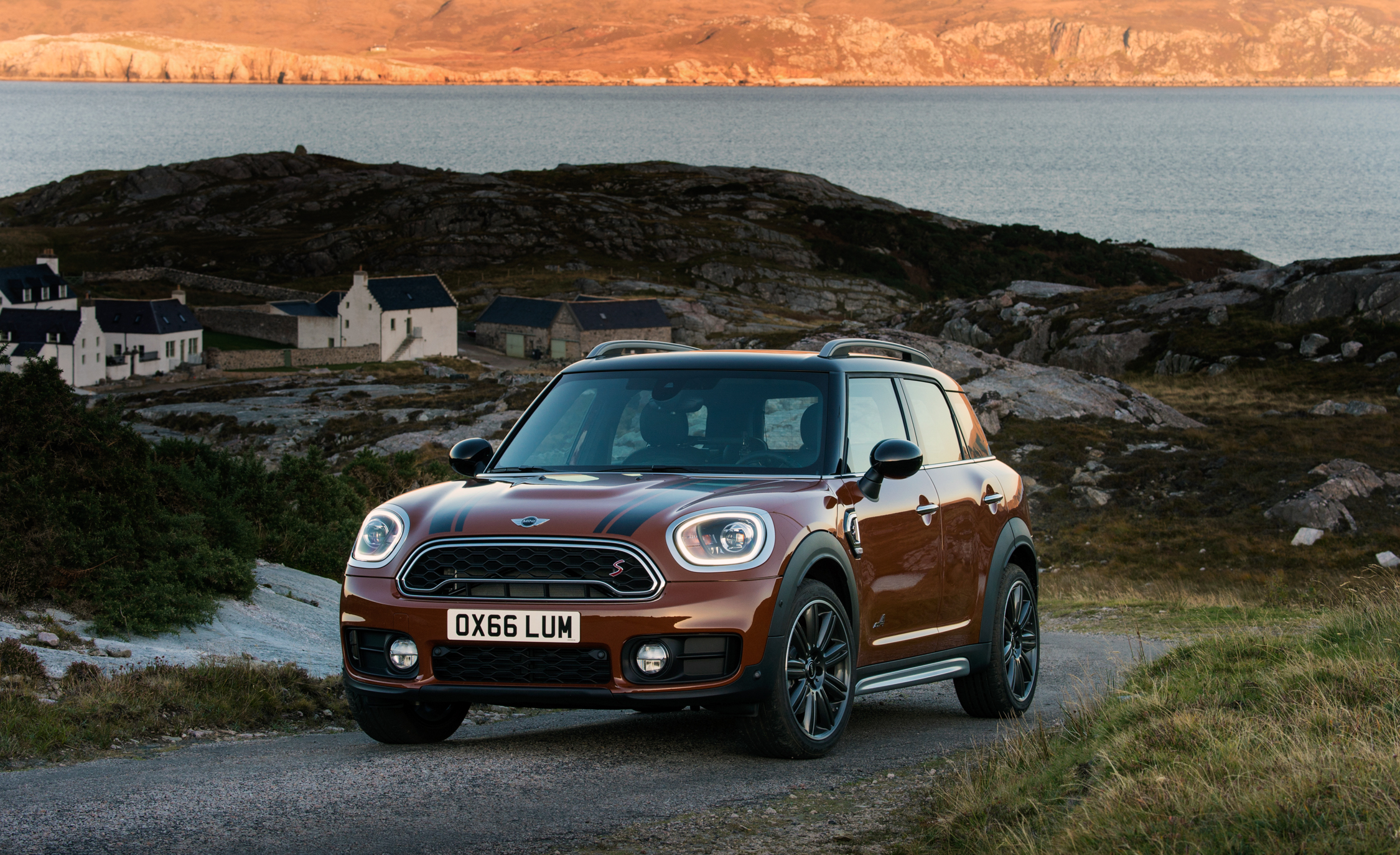 2017 Mini Countryman Cooper S All4 Exterior (Photo 26 of 61)