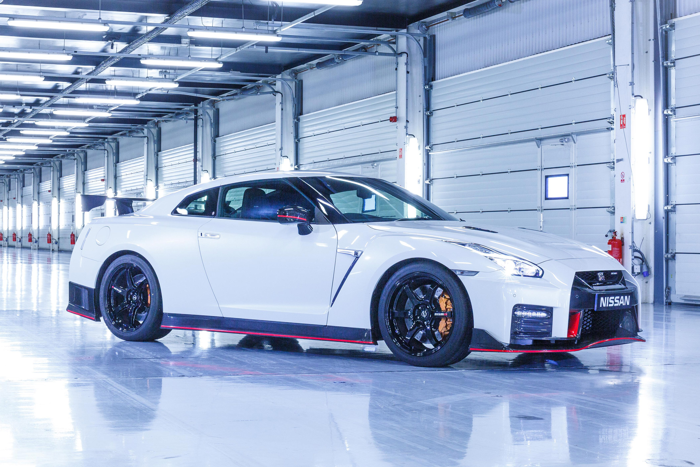 2017 Nissan GT R NISMO Exterior Front And Side (Photo 5 of 22)