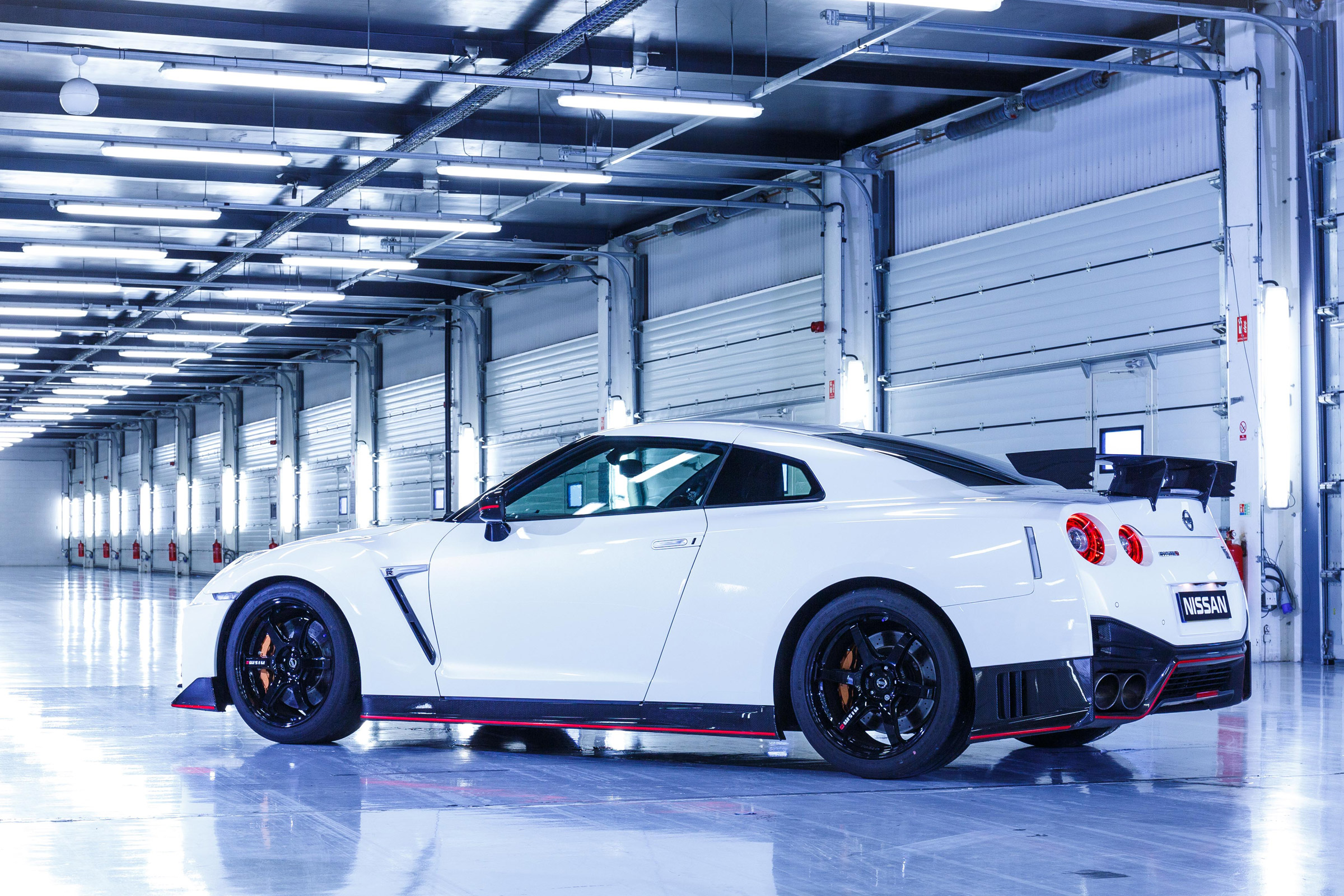 2017 Nissan GT R NISMO Exterior Rear And Side (Photo 6 of 22)