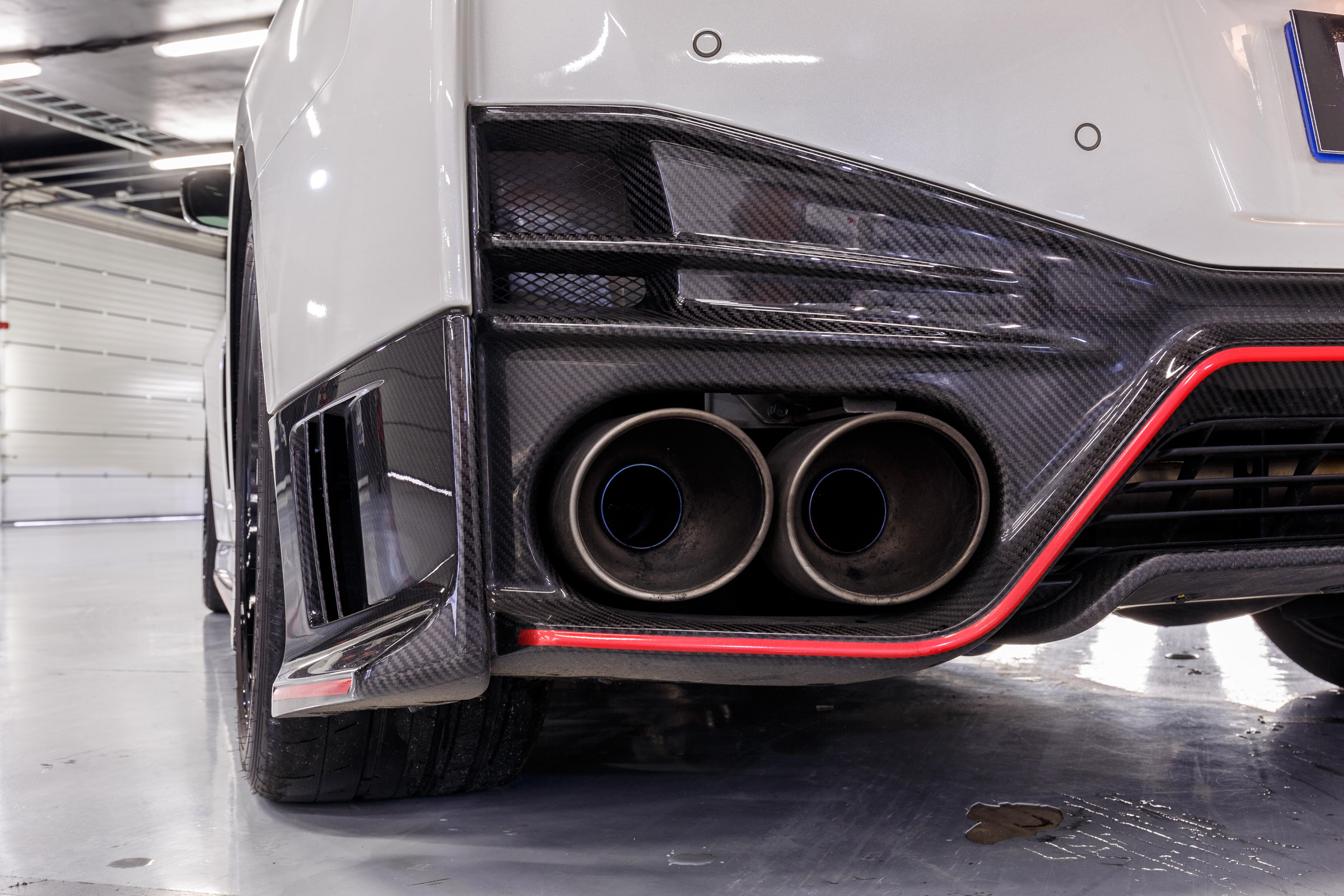 2017 Nissan GT R NISMO Exterior View Exhaust Pipe (Photo 7 of 22)