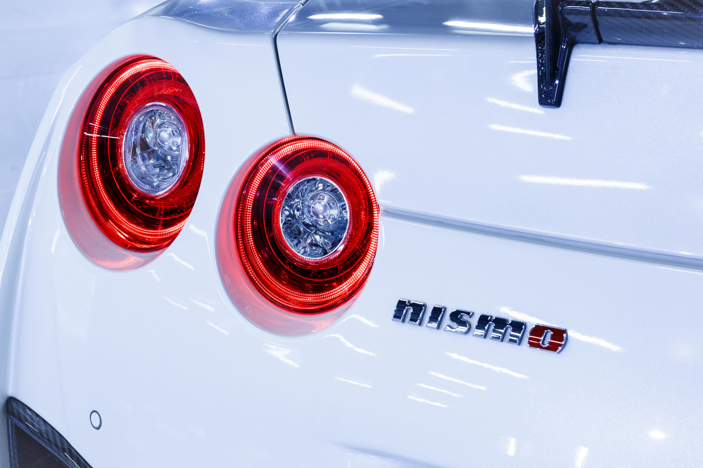 2017 Nissan GT R NISMO Exterior View Taillight (Photo 9 of 22)