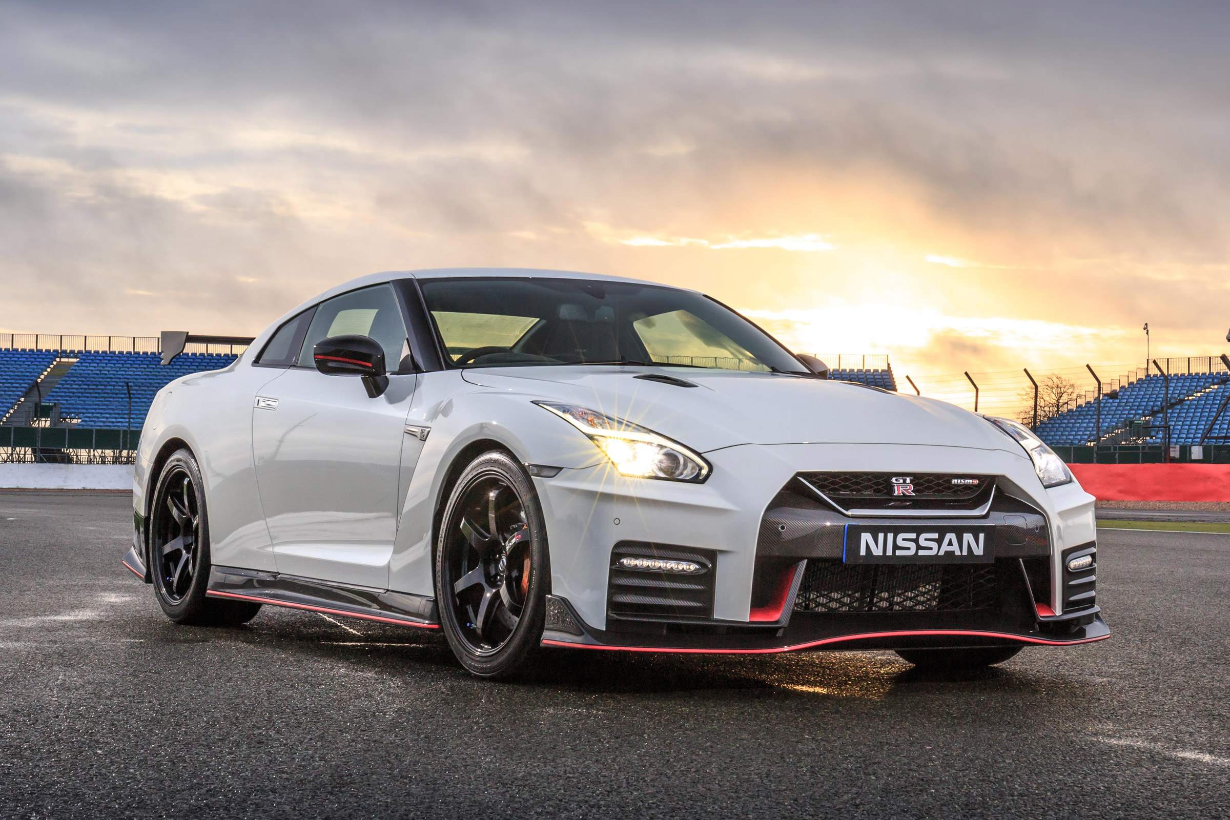 2017 Nissan GT R NISMO Exterior (Photo 4 of 22)