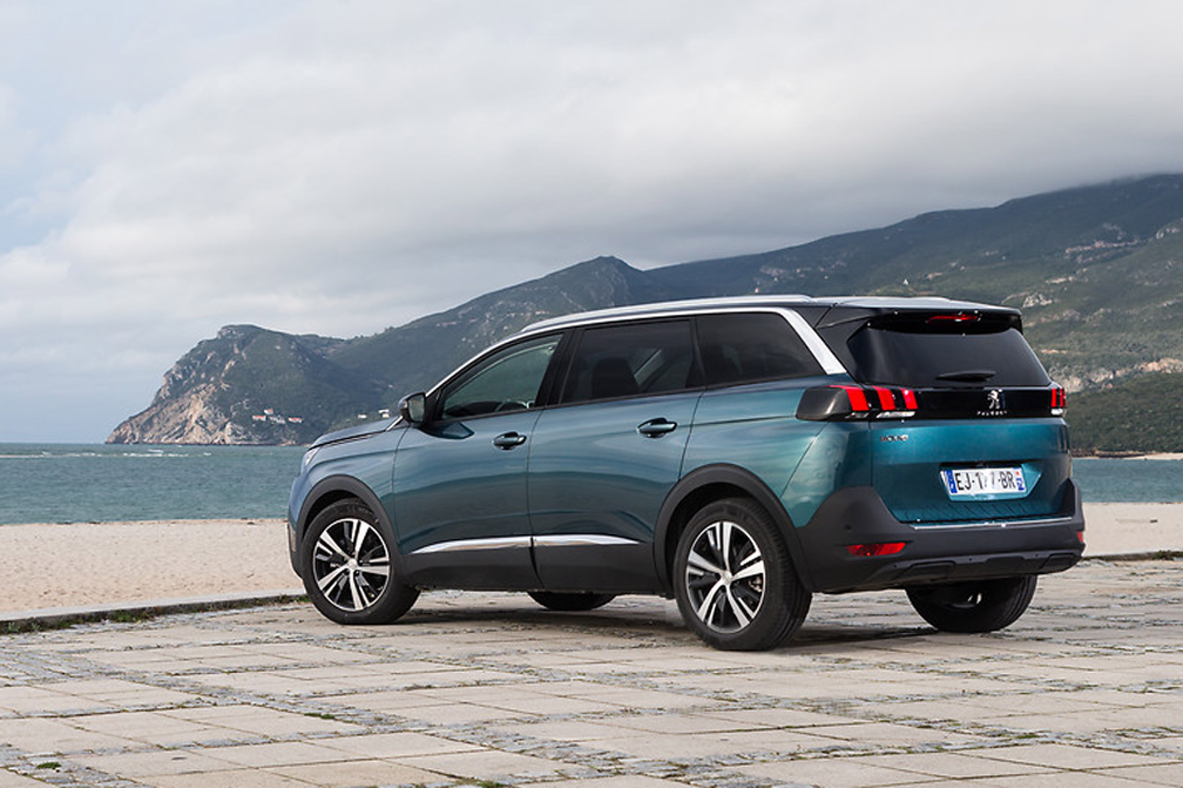 2017 Peugeot 5008 SUV Exterior Rear And Side (View 1 of 18)