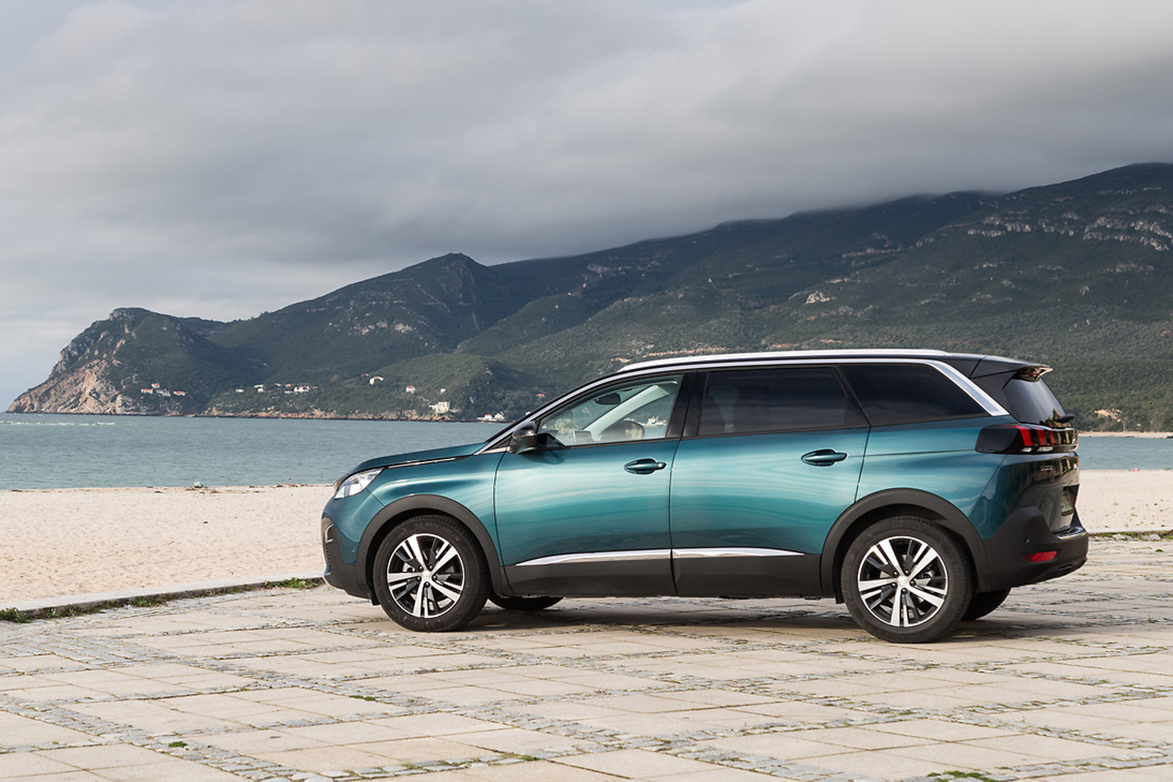 2017 Peugeot 5008 SUV Exterior Side (View 2 of 18)