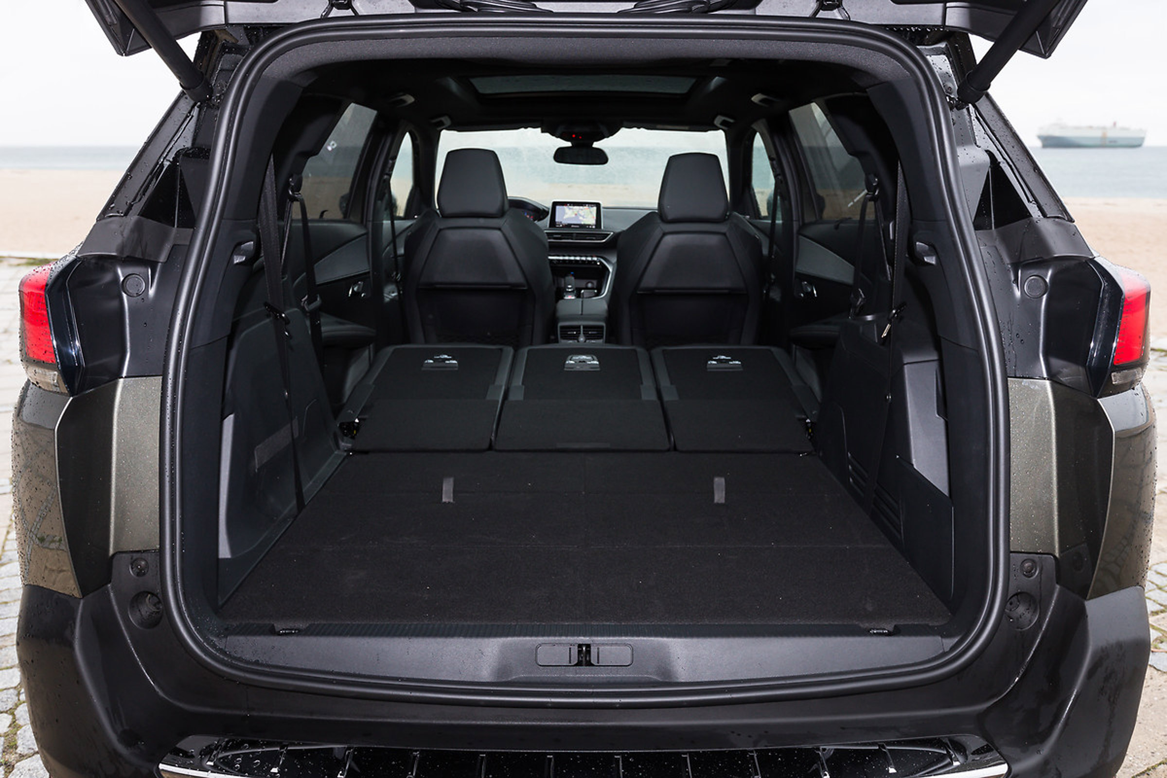 2017 Peugeot 5008 SUV Interior View Cargo Rear Seats Folded All (View 11 of 18)