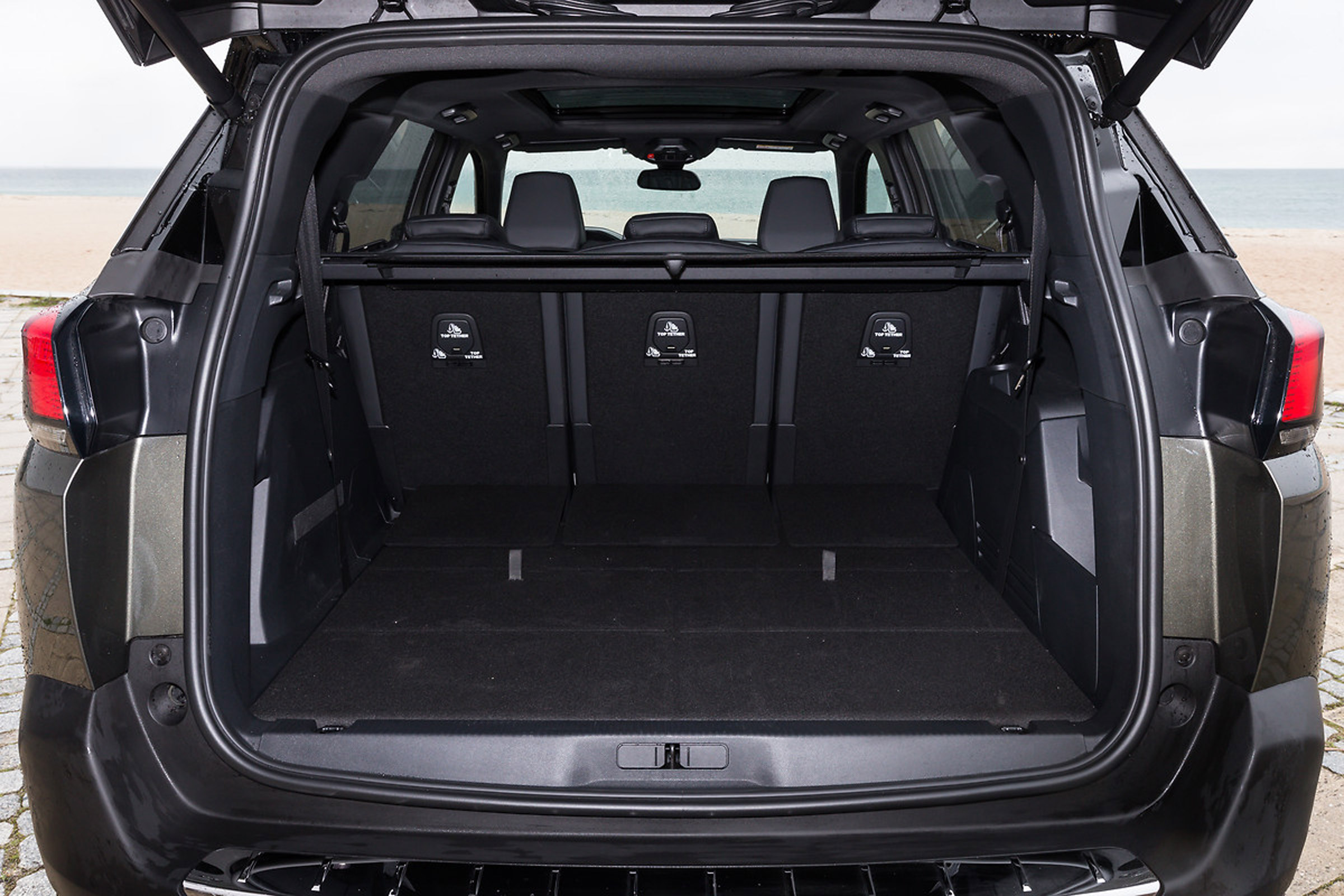 2017 Peugeot 5008 SUV Interior View Cargo Rear Seats Folded (View 8 of 18)