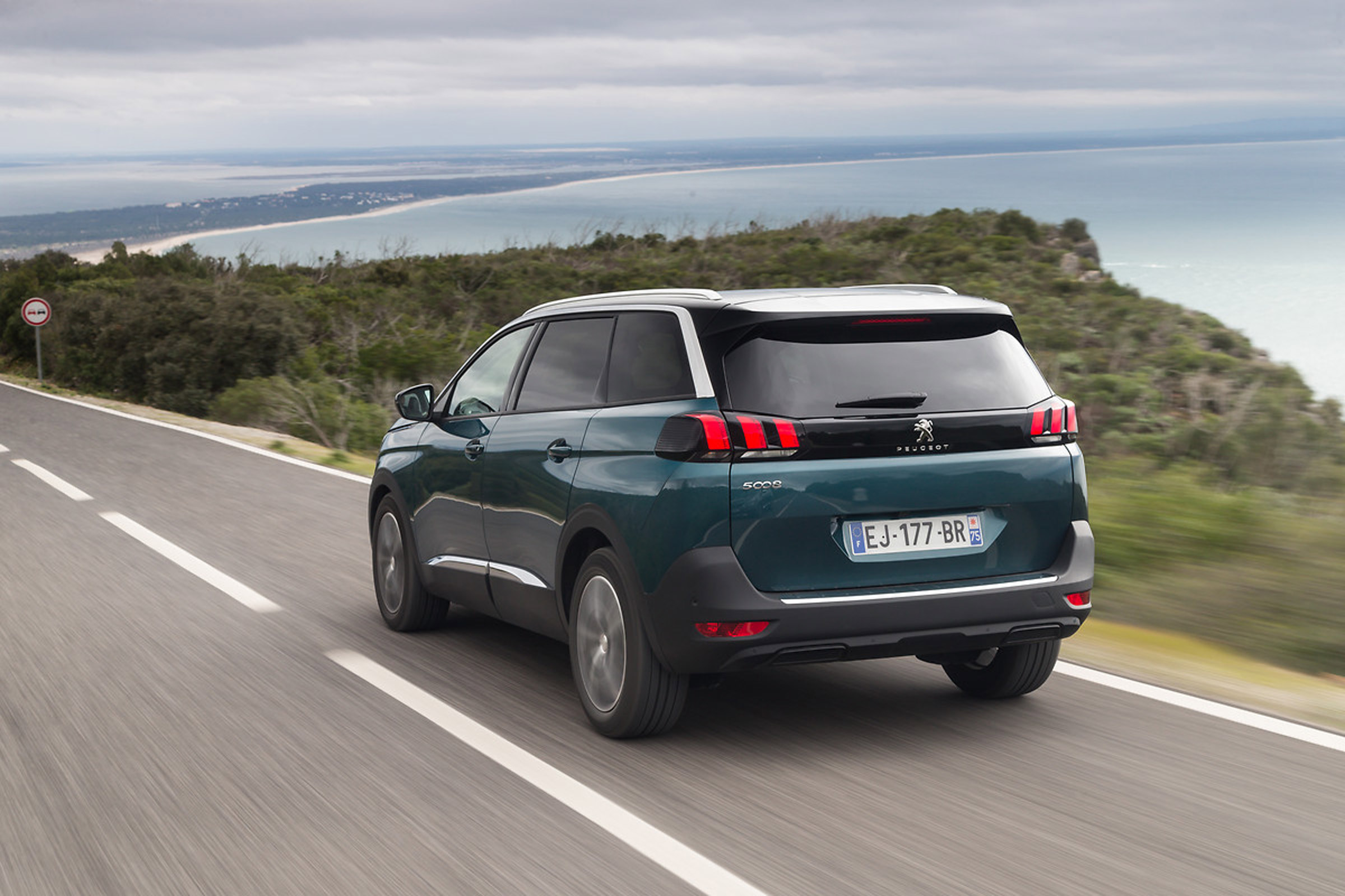 2017 Peugeot 5008 SUV Test Drive Rear View (View 17 of 18)