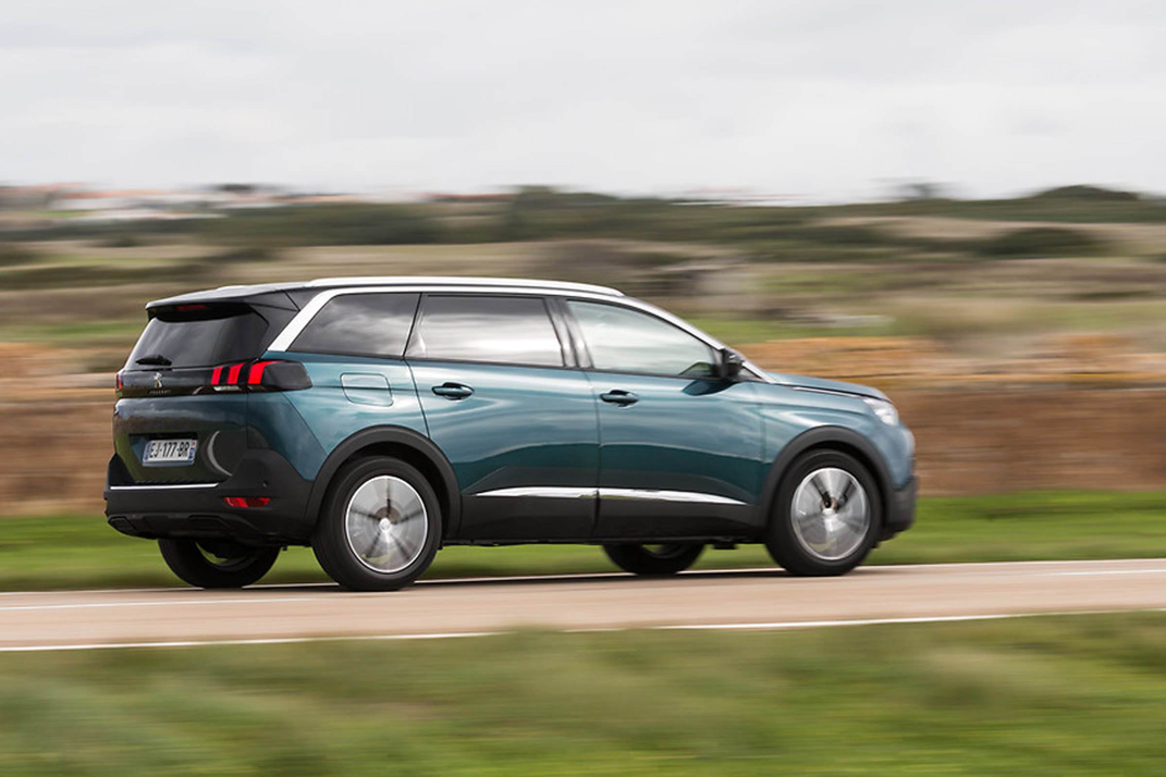 2017 Peugeot 5008 SUV Test Drive Side And Rear View (View 4 of 18)