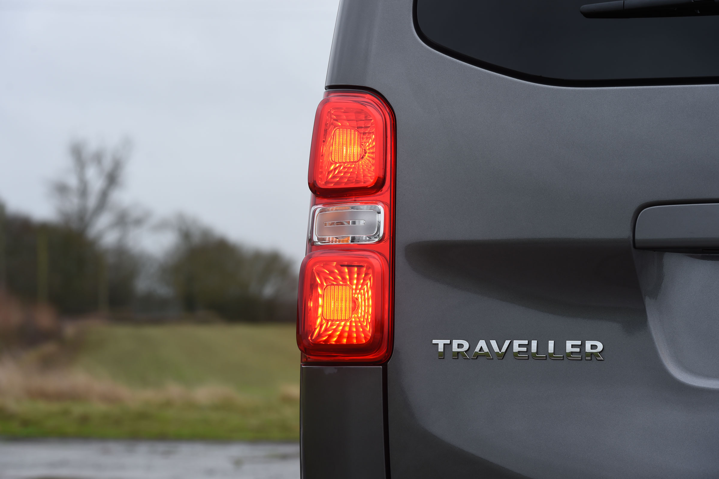 2017 Peugeot Traveller Allure Exterior View Taillight (Photo 5 of 13)