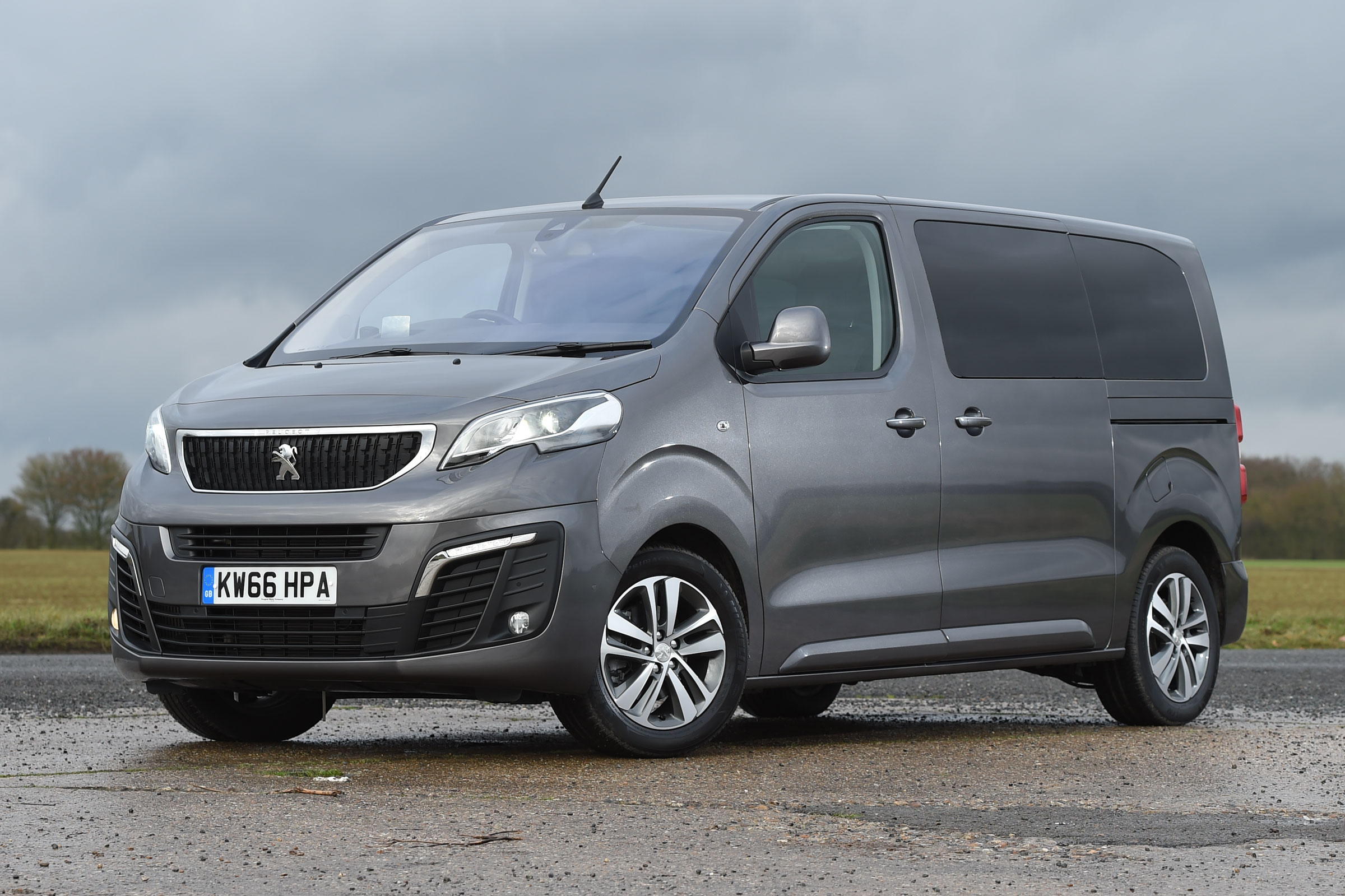 2017 Peugeot Traveller Allure Exterior (Photo 9 of 13)
