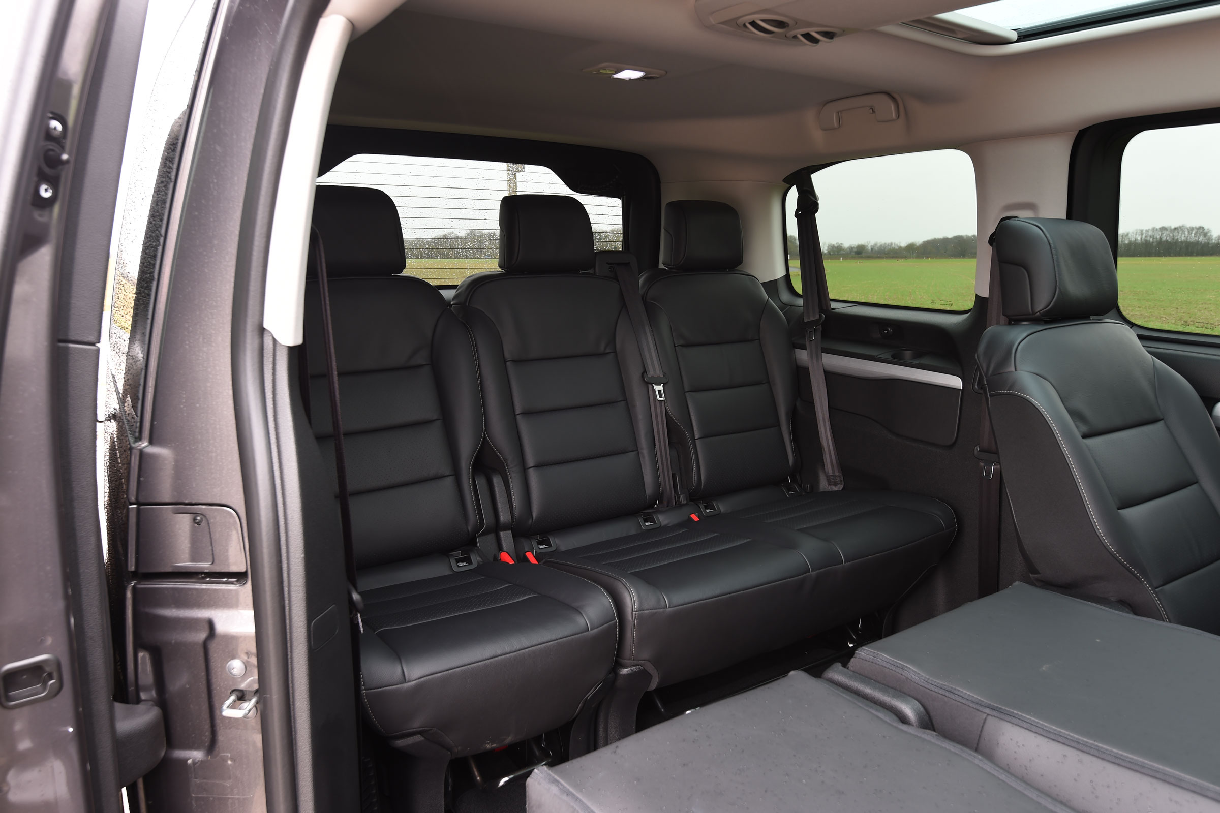 2017 Peugeot Traveller Allure Interior Seats Rear 3rd Row (Photo 8 of 13)