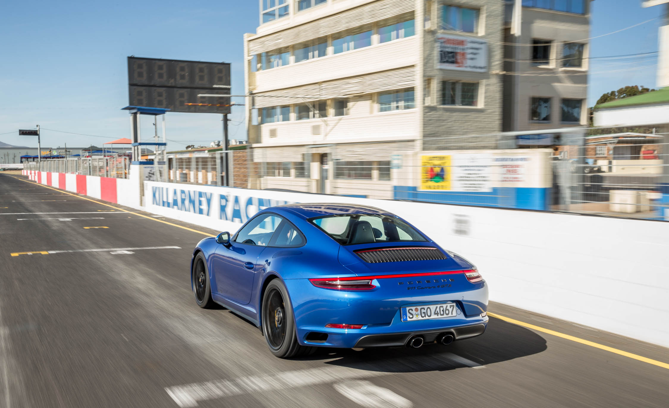 2017 Porsche 911 Carrera 4 GTS Coupe Blue Metallic Rear View (Photo 18 of 97)