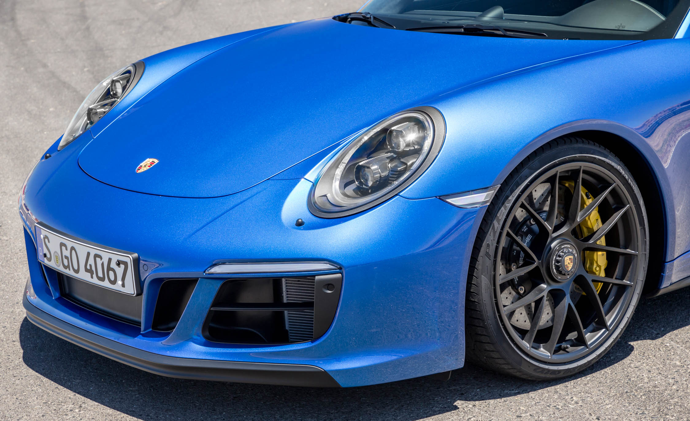 2017 Porsche 911 Carrera 4 GTS Coupe Exterior View Front Bumper Profile (Photo 20 of 97)