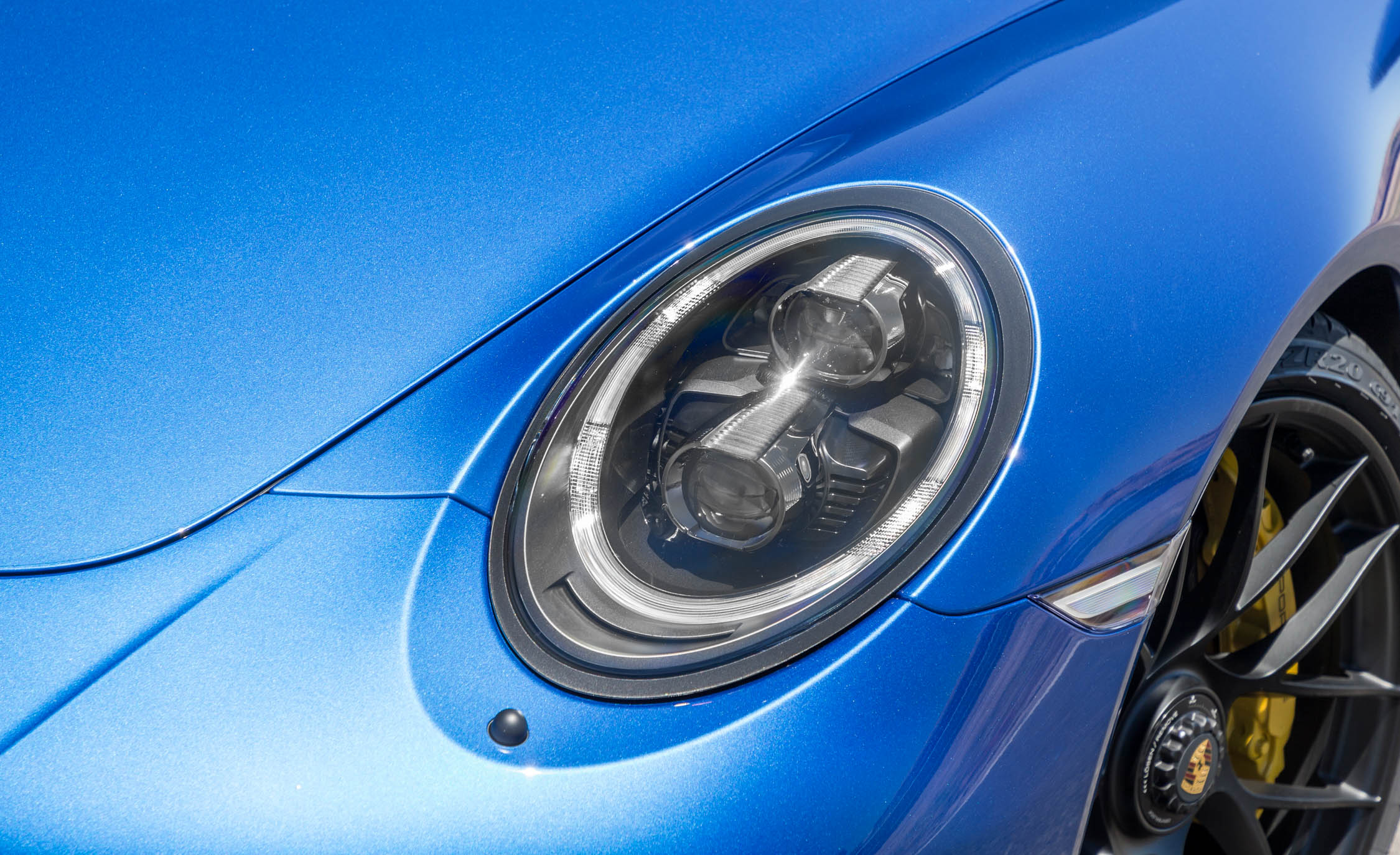 2017 Porsche 911 Carrera 4 GTS Coupe Exterior View Headlight (Photo 21 of 97)