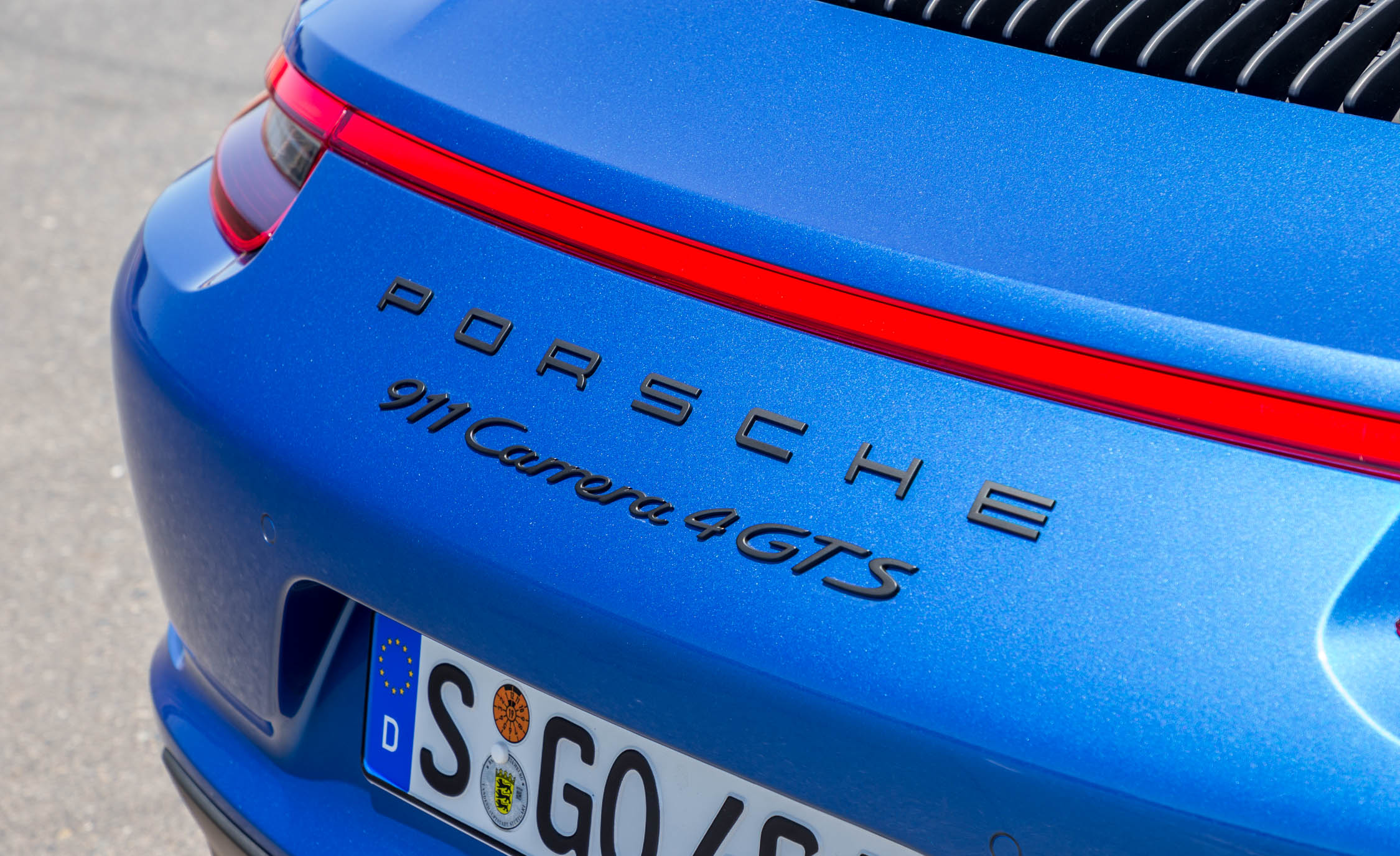 2017 Porsche 911 Carrera 4 GTS Coupe Exterior View Rear Emblem (Photo 22 of 97)