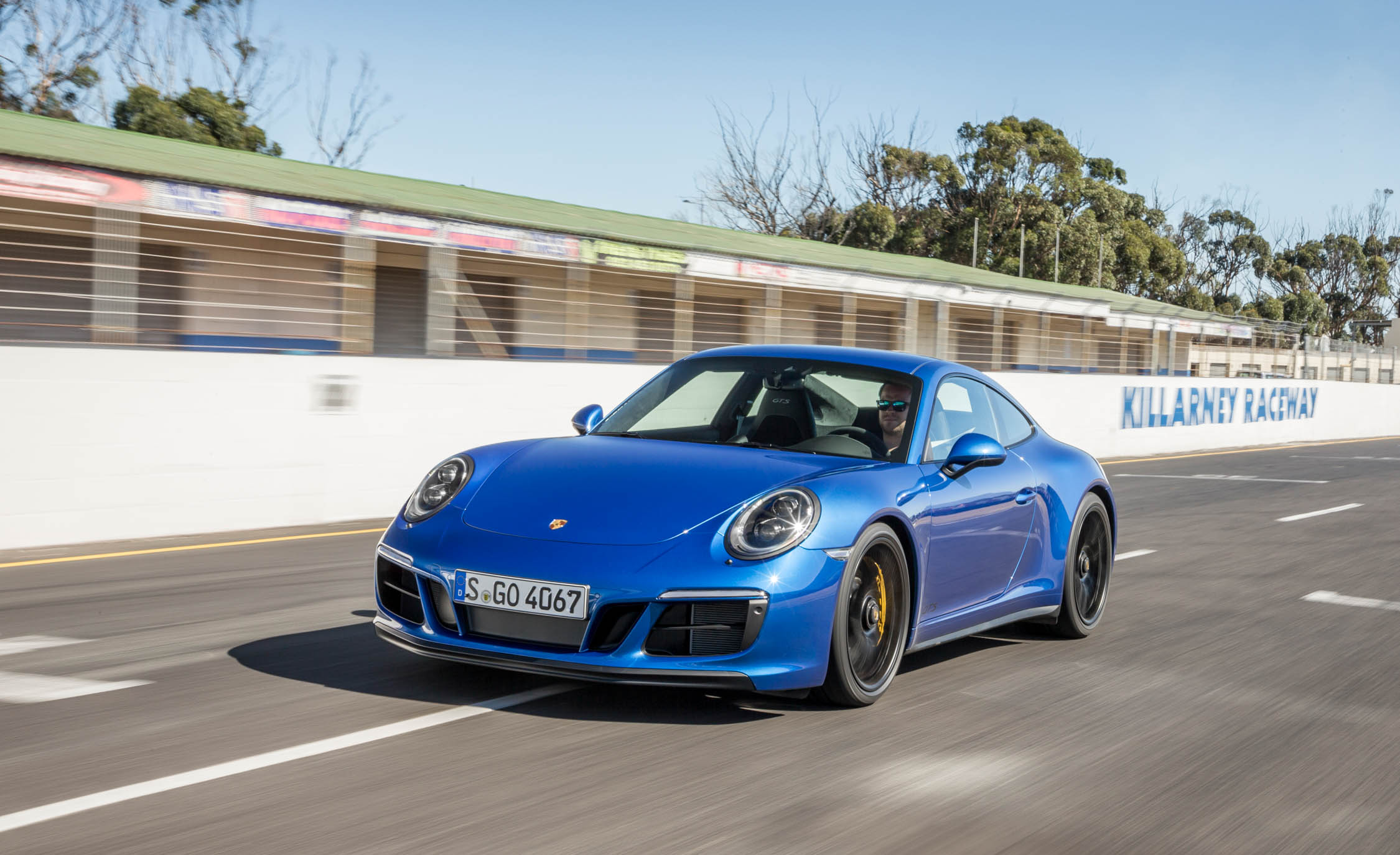 2017 Porsche 911 Carrera 4 GTS Coupe Test Drive (Photo 25 of 97)