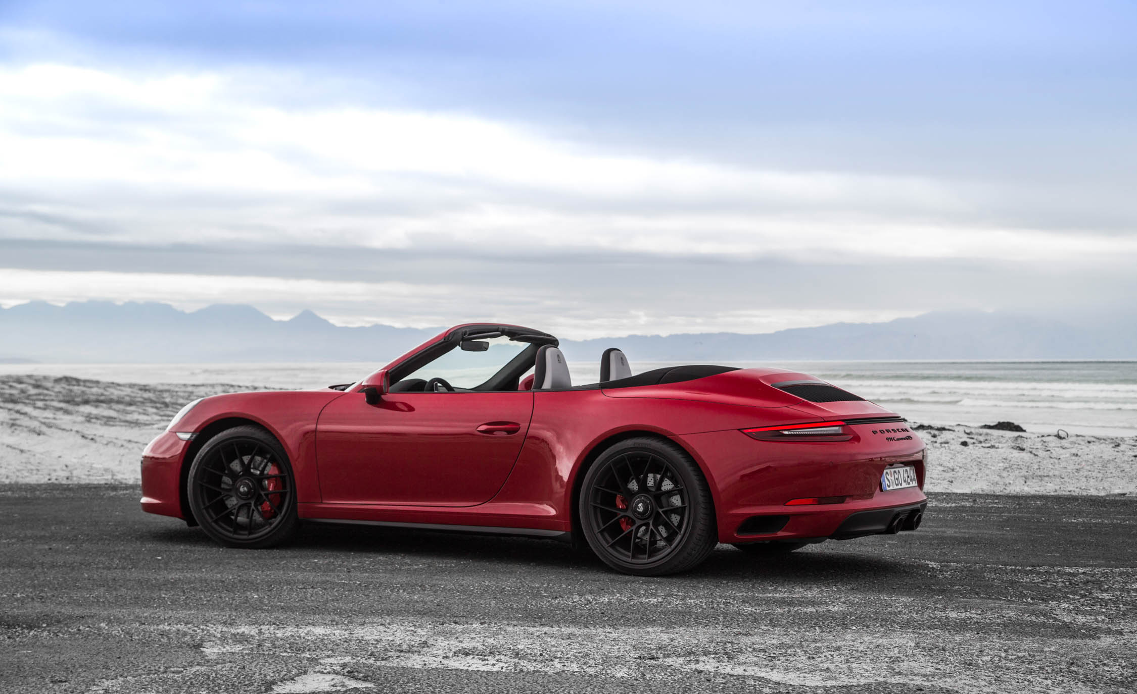 2017 Porsche 911 Carrera GTS Cabriolet Exterior Side (Photo 34 of 97)