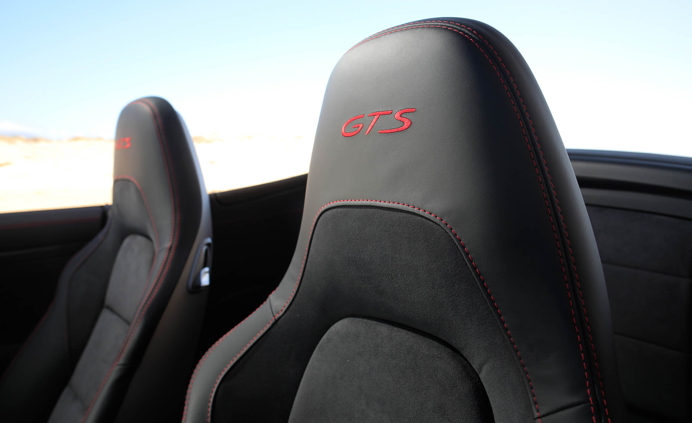 2017 Porsche 911 Carrera GTS Cabriolet Interior Seats Headrest (Photo 37 of 97)