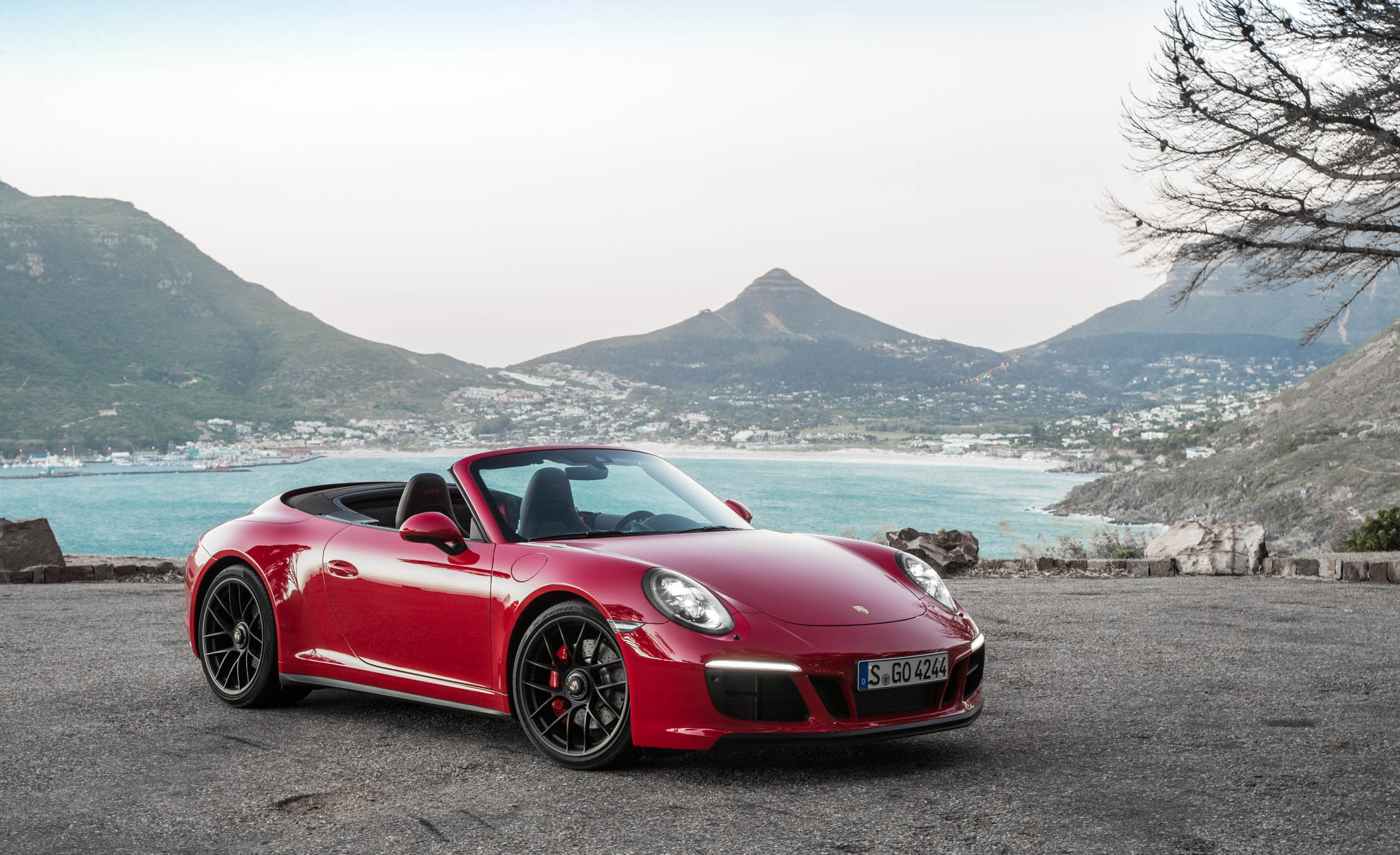 2017 Porsche 911 Carrera GTS Cabriolet (Photo 30 of 97)