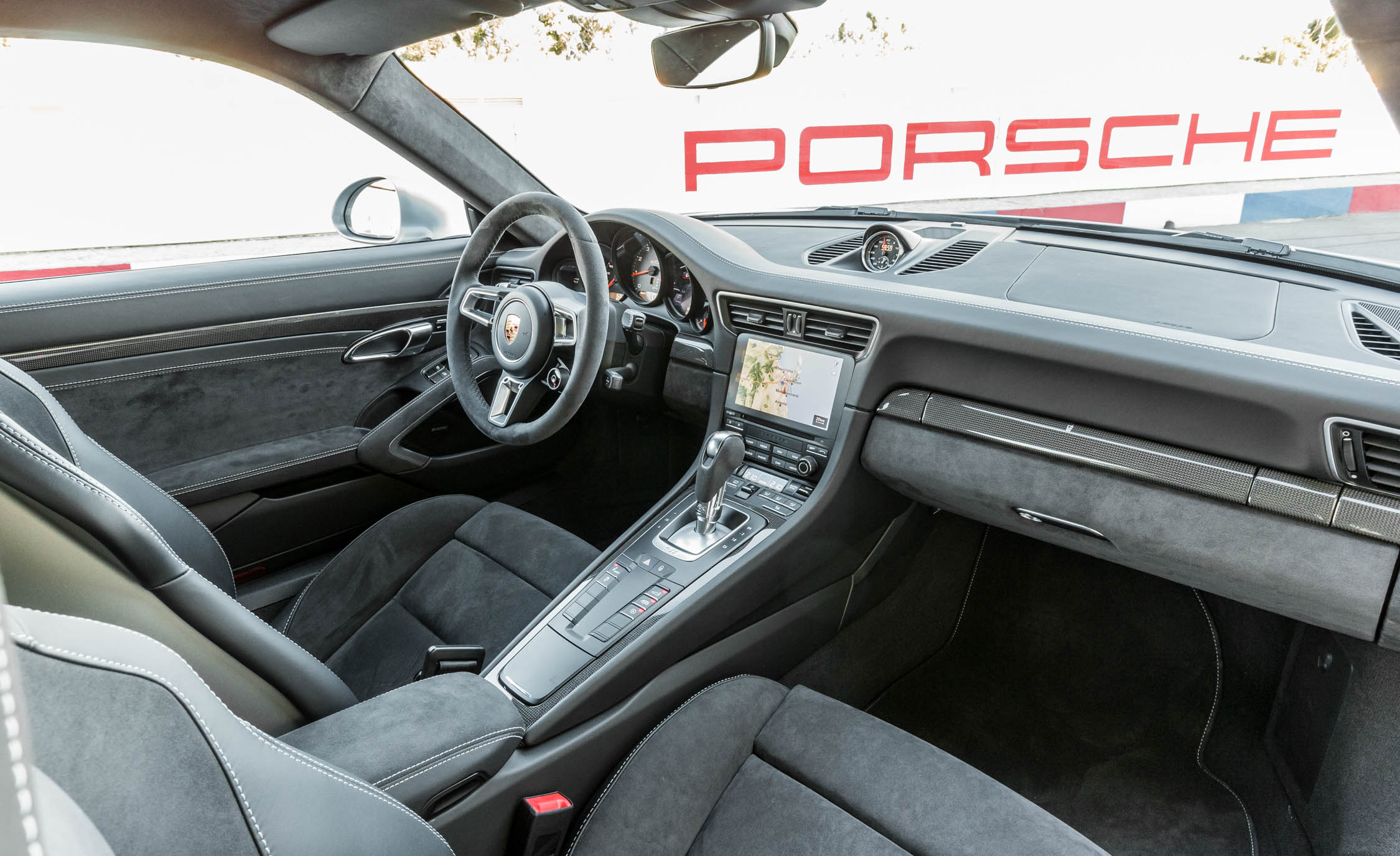 2017 Porsche 911 Carrera GTS Coupe Interior Dashboard (Photo 49 of 97)