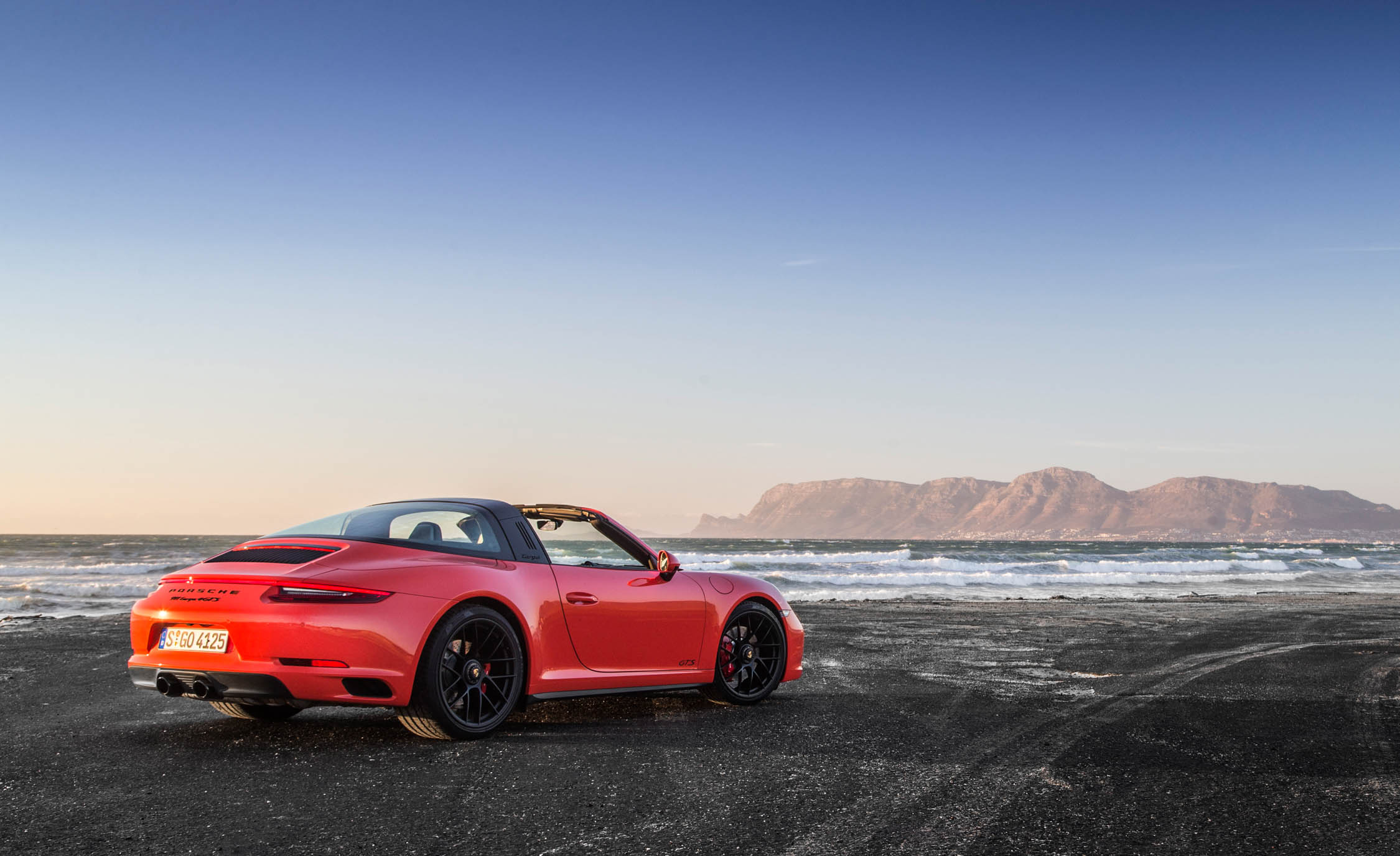 2017 Porsche 911 Targa 4 GTS Exterior Rear And Side (Photo 61 of 97)