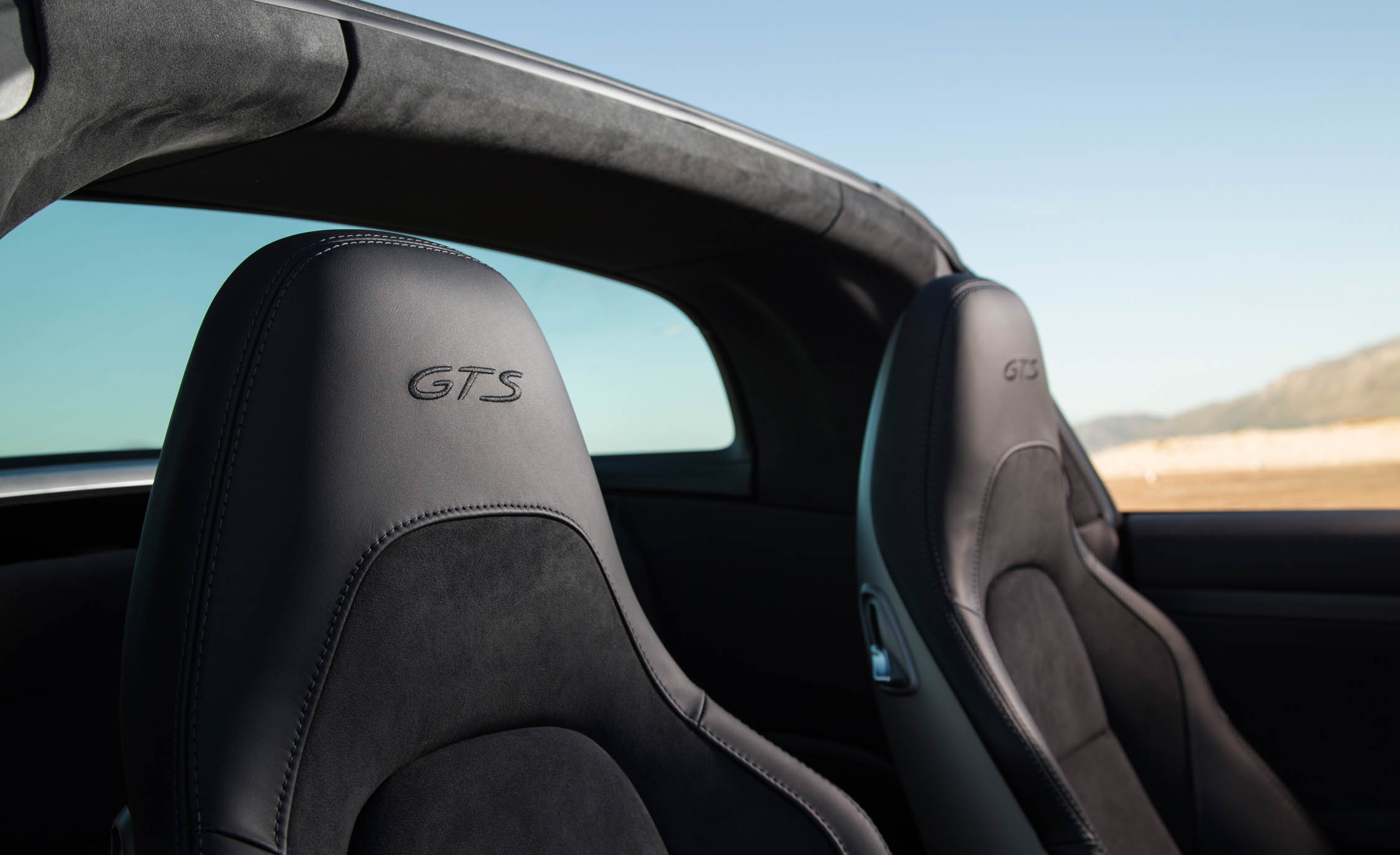 2017 Porsche 911 Targa 4 GTS Interior Seats Headrest (Photo 70 of 97)
