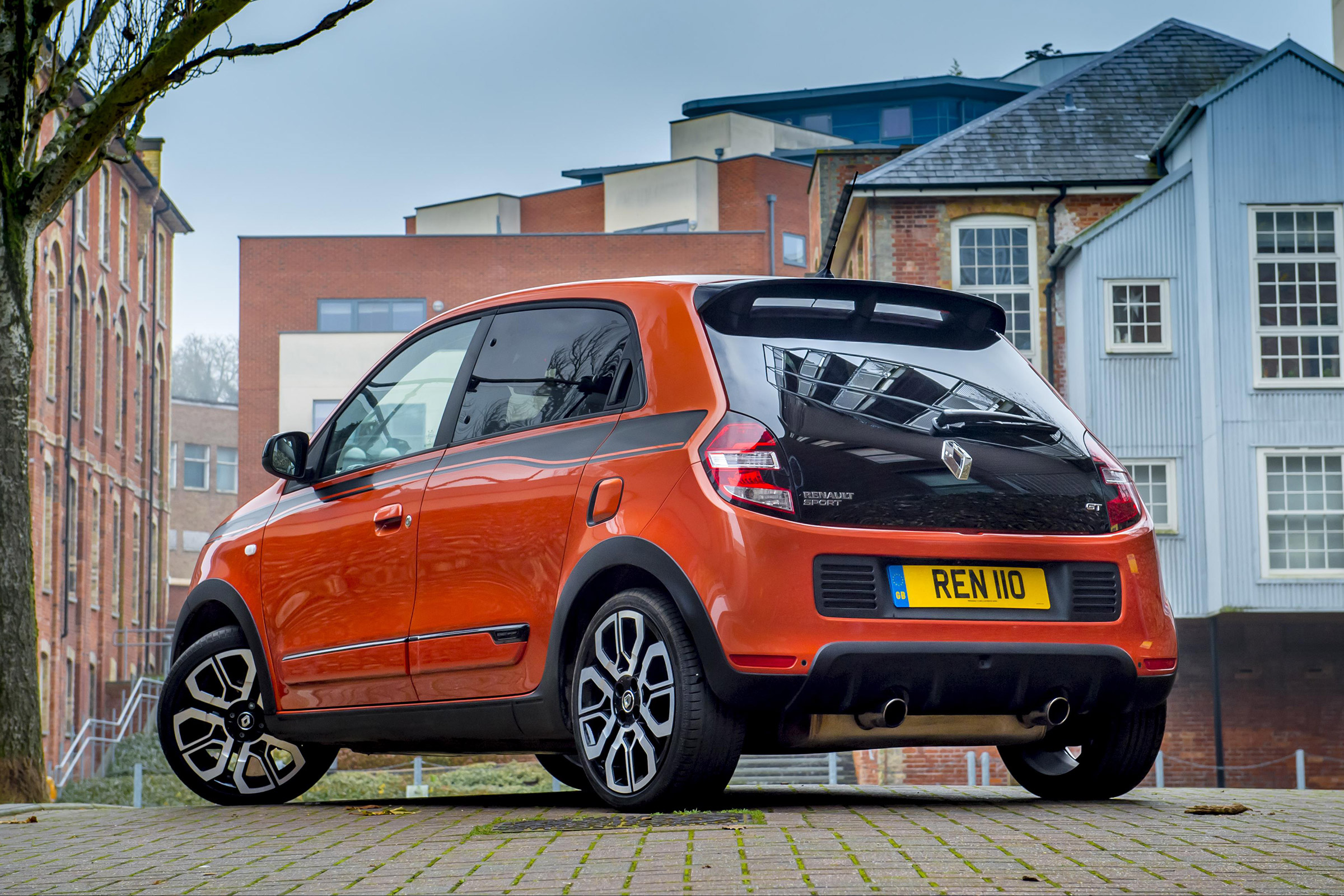2017 Renault Twingo GT Exterior Rear And Side (Photo 2 of 20)
