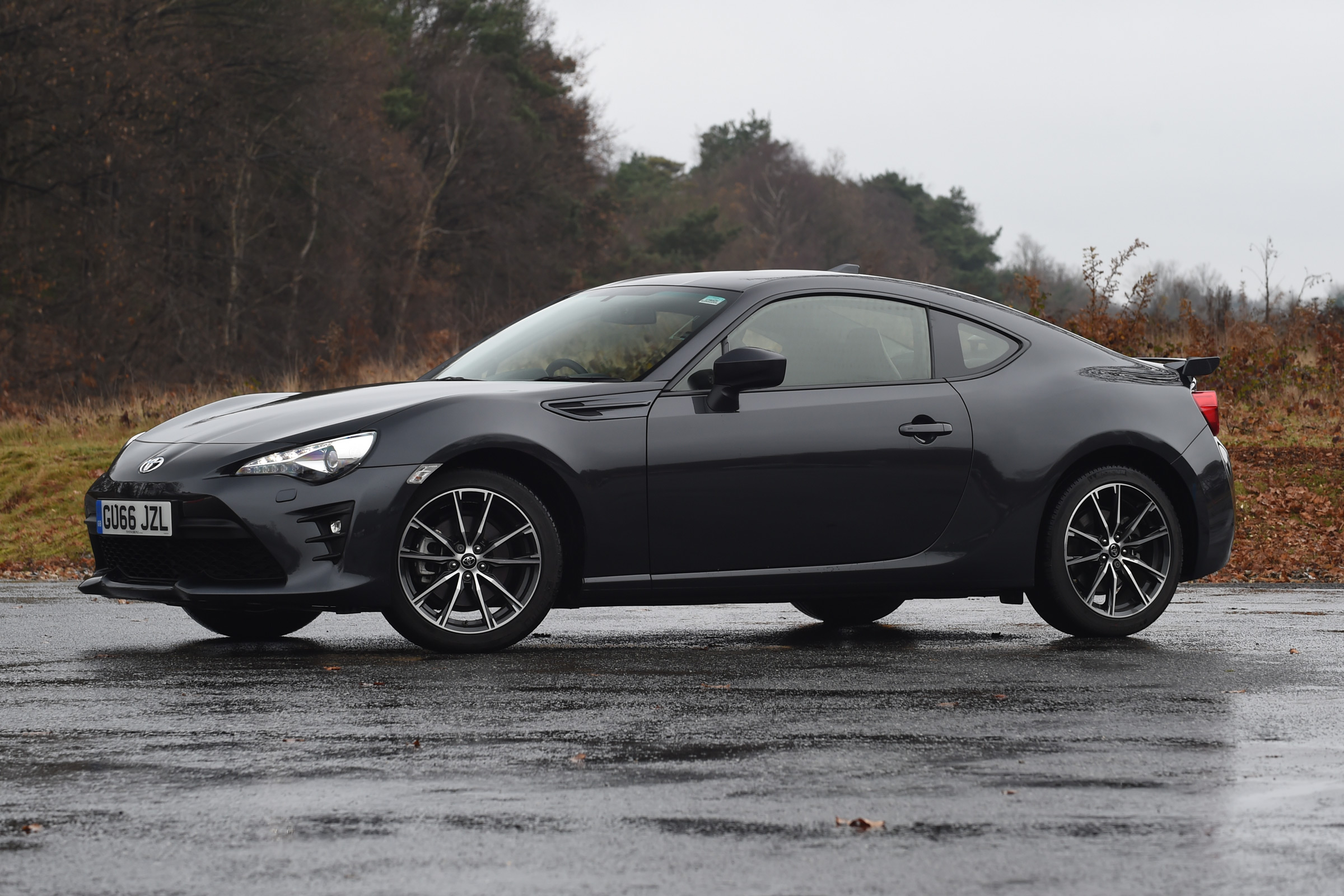 2017 Toyota GT86 Black Exterior Front And Side (View 11 of 13)