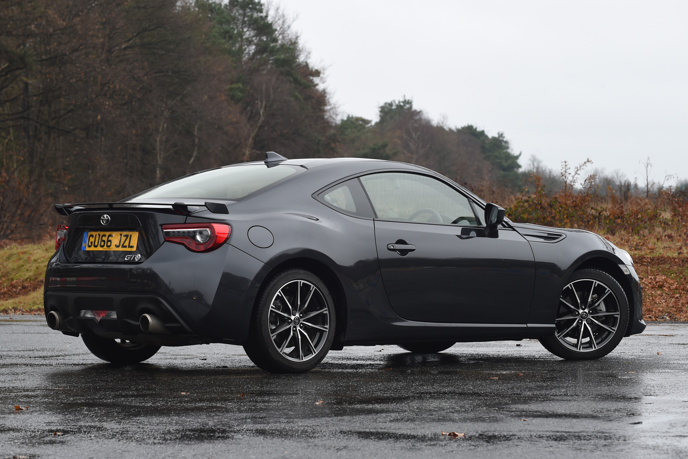 2017 Toyota GT86 Black Exterior Rear And Side (View 12 of 13)