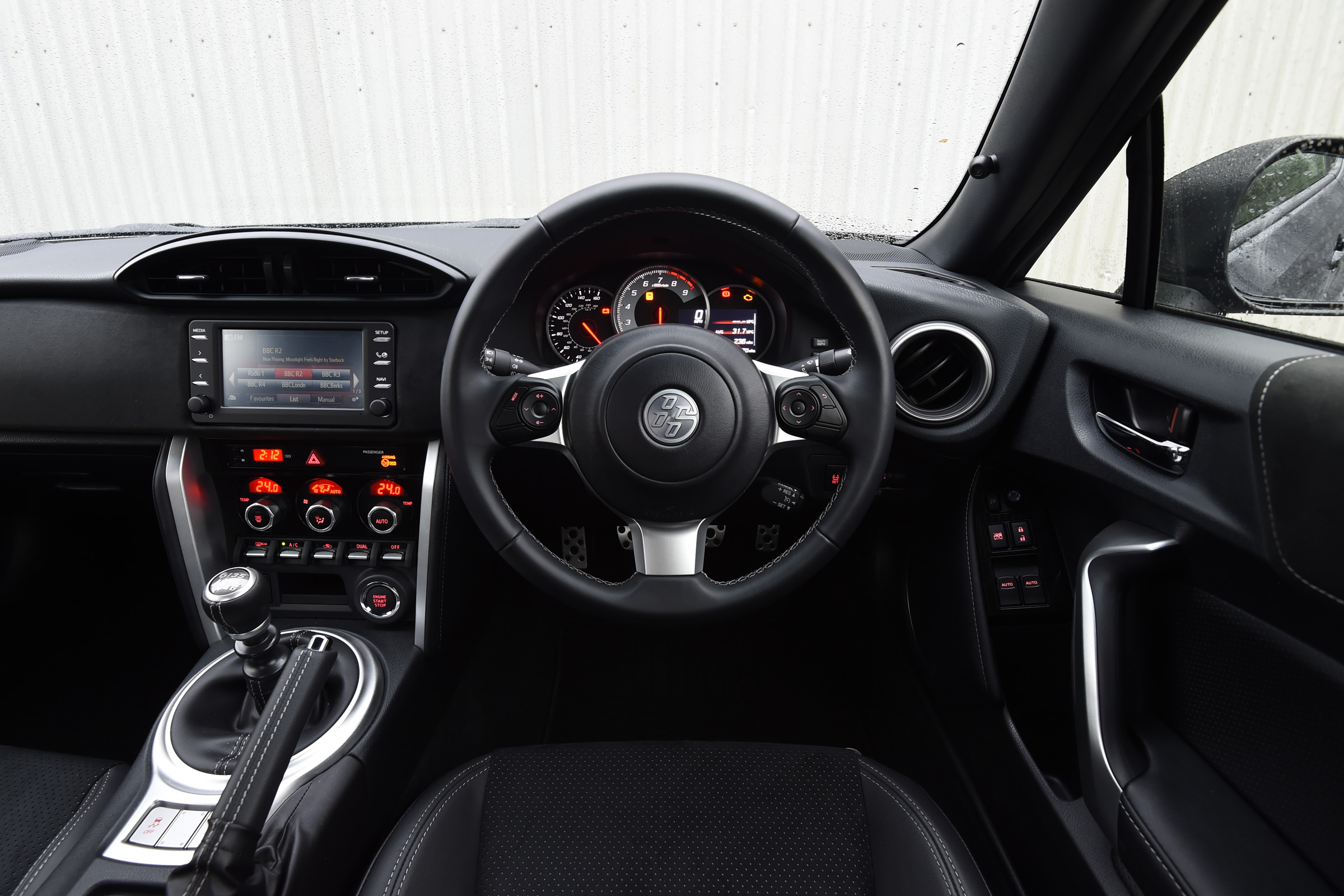 2017 Toyota GT86 Interior Driver Cockpit Steering And Dash (View 4 of 13)
