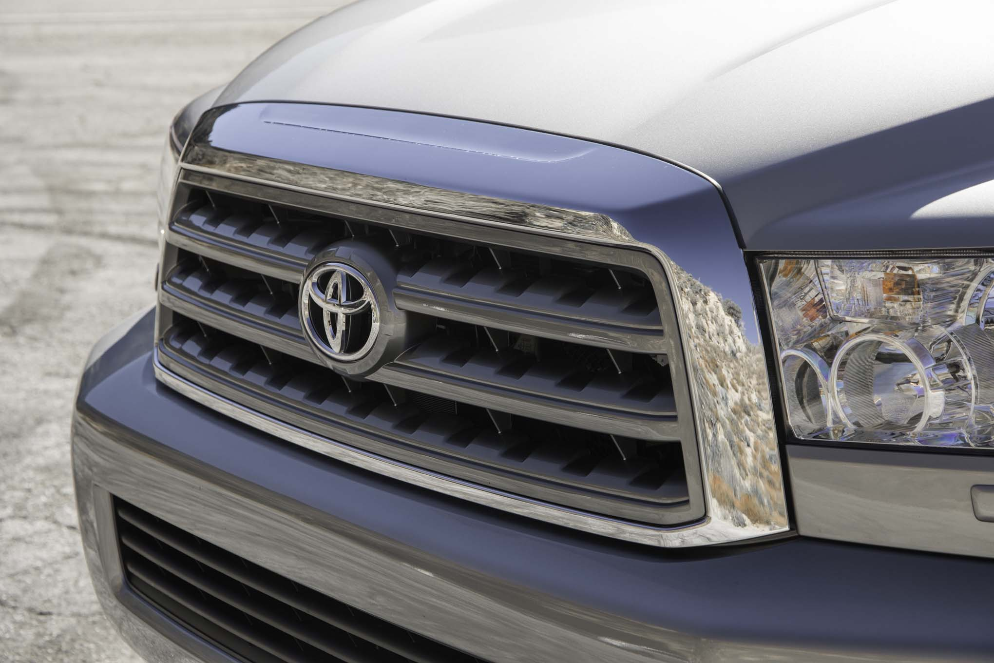 2017 Toyota Sequoia 4×4 Platinum Exterior View Grille (Photo 6 of 26)