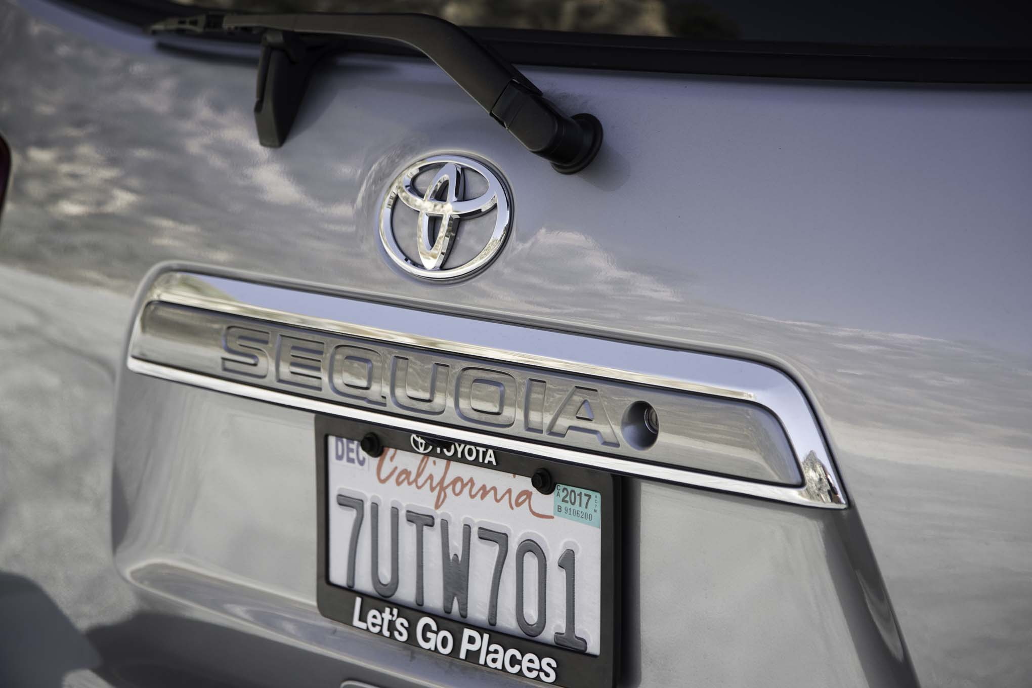 2017 Toyota Sequoia 4×4 Platinum Exterior View Rear Badge (Photo 8 of 26)