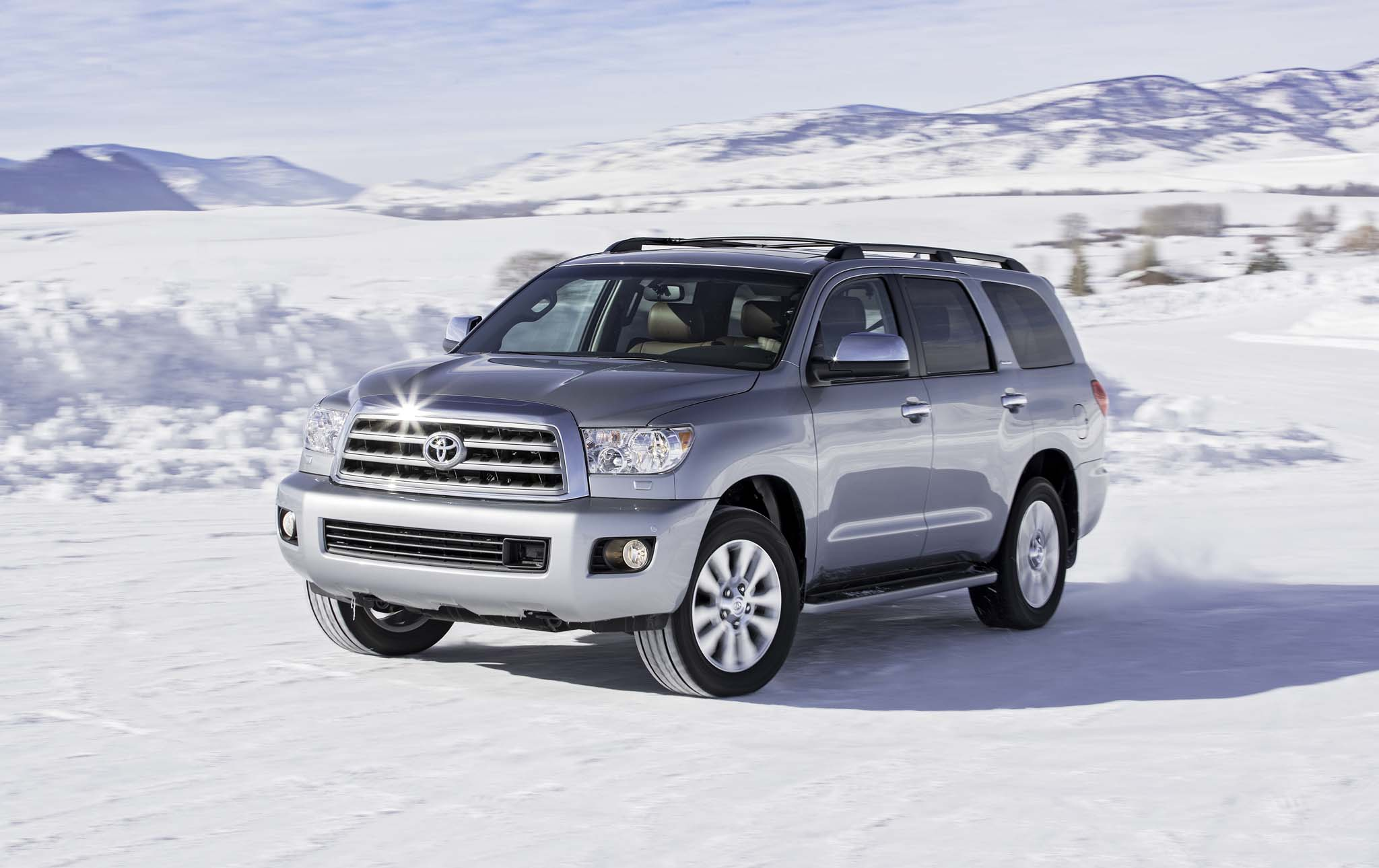 2017 Toyota Sequoia 4×4 Platinum Test Drive (Photo 22 of 26)