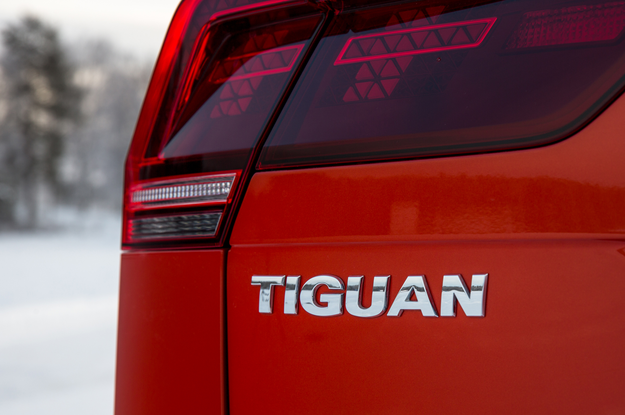 2017 Volkswagen Tiguan Exterior View Rear Emblem (Photo 5 of 27)
