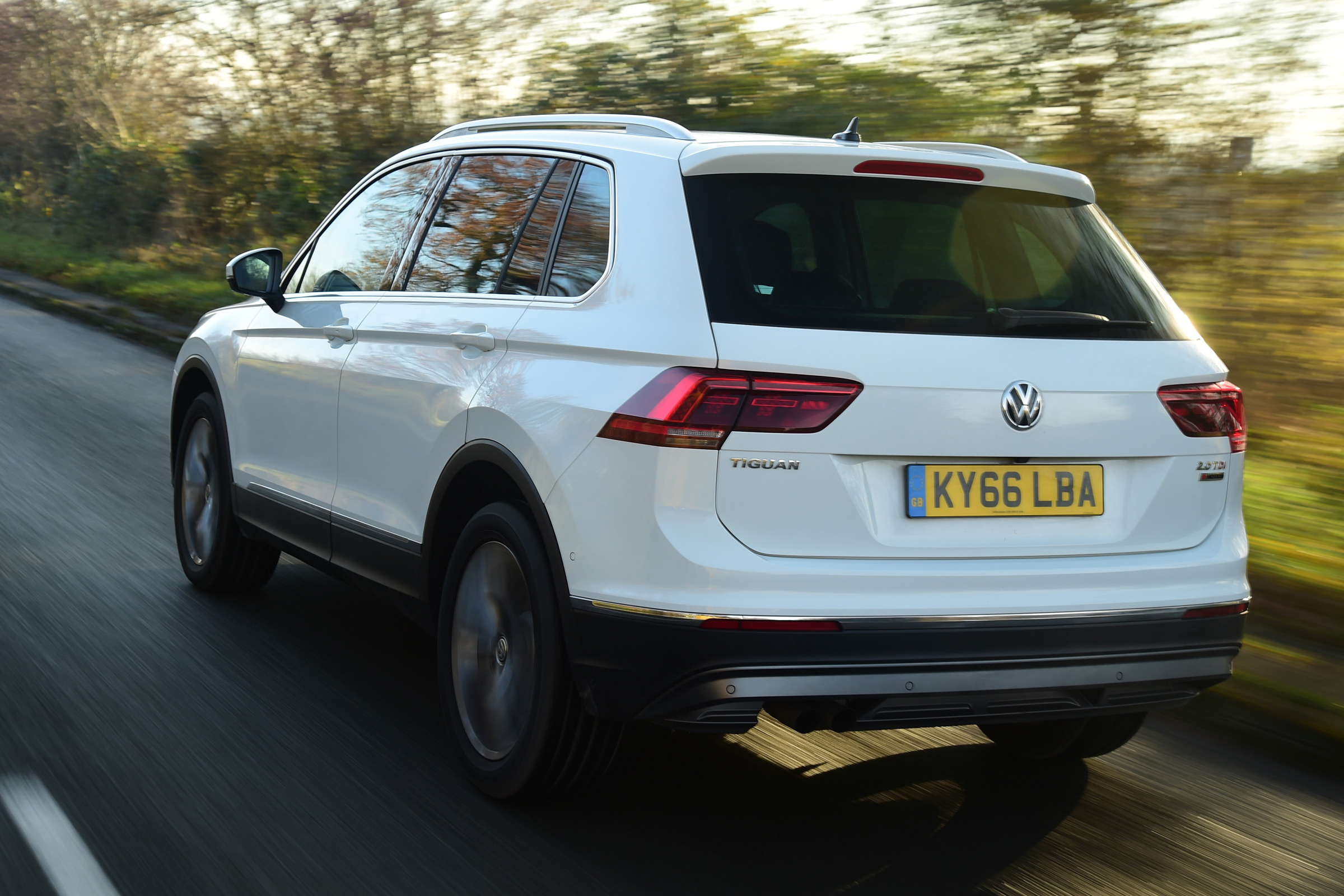 2017 Volkswagen Tiguan White Test Drive Rear And Side View (Photo 26 of 27)
