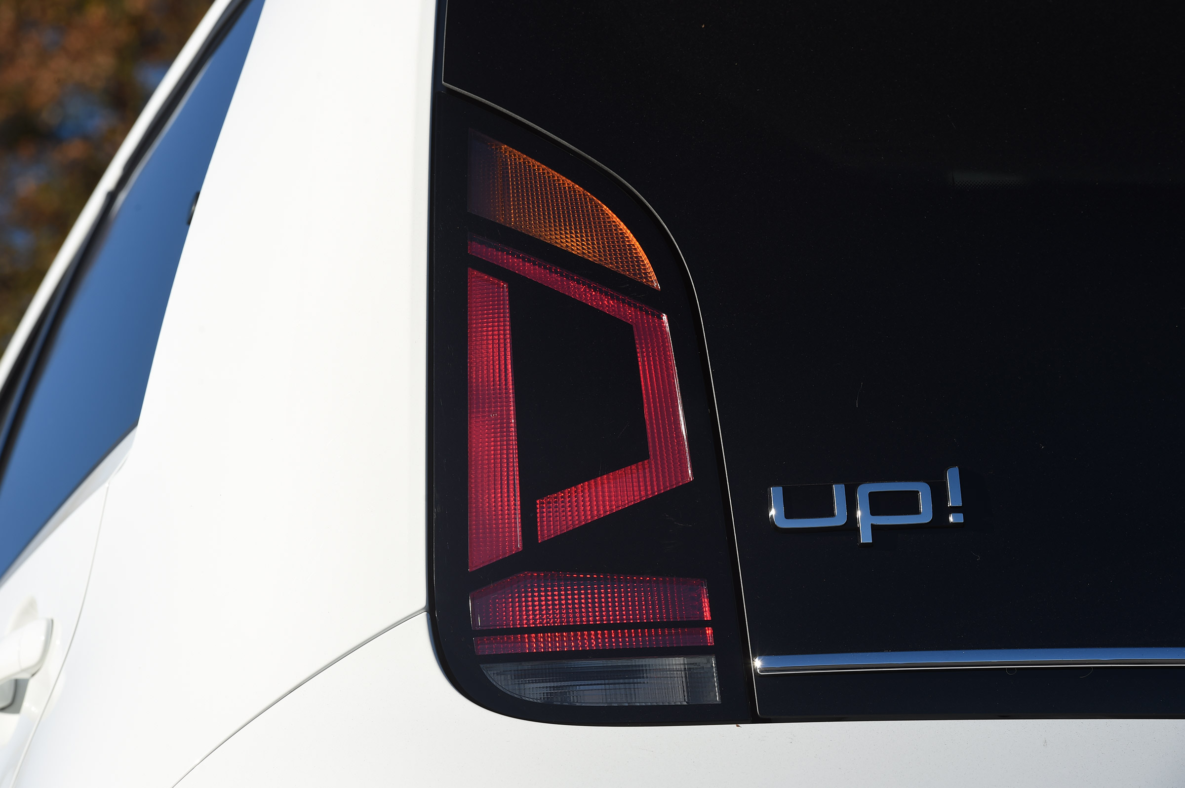 2017 Volkswagen Up Exterior White View Taillight (Photo 5 of 15)