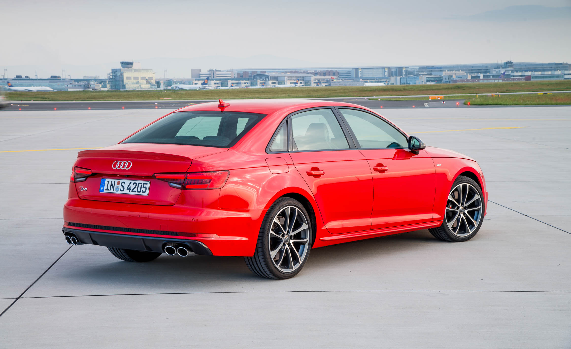 2018 Audi S4 Exterior Red Rear And Side (Photo 4 of 17)