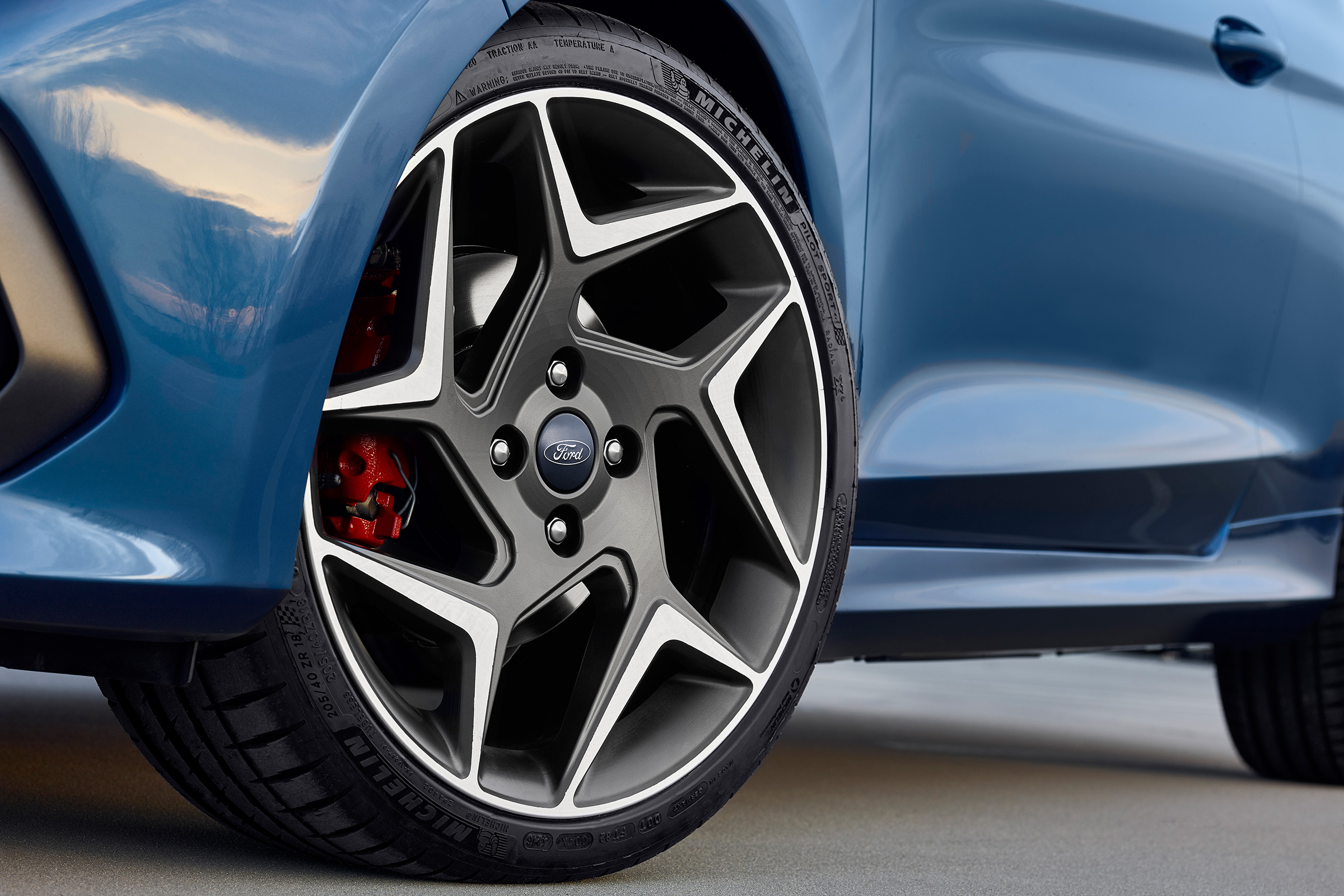 2018 Ford Fiesta ST Exterior View Wheel Profile (Photo 10 of 14)